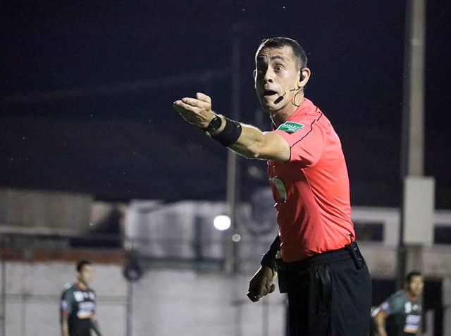 Juan Benítez, el árbitro de la final - Fútbol - ABC Color