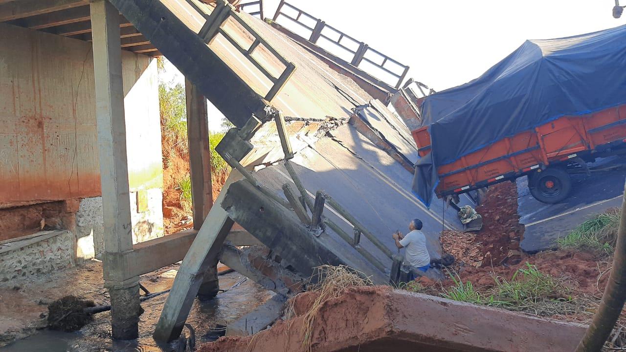 Fiscalía investiga homicidio culposo tras derrumbe del puente en Tacuatí -  Nacionales - ABC Color