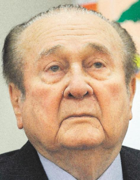 Nicolás Leoz, extitular  de  Conmebol. Falleció  el 28 de agosto de 2019, a los 91 años. Nunca fue extraditado a EEUU.