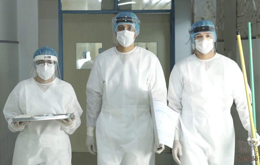 """""""Blanca Navidad"""" es un homenaje a la dedicación y valentía que realizan los profesionales de salud liderando la batalla contra el coronavirus."""