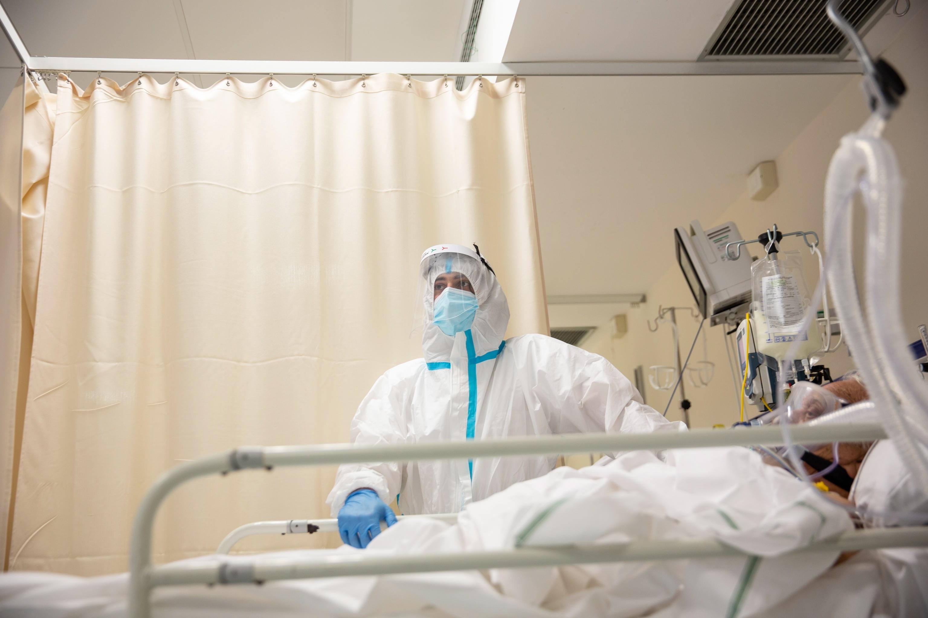 Los casos globales de COVID-19 ascendieron hoy a 53,1 millones, después de que se registraran más de 657.000 en las últimas 24 horas, una nueva cifra récord de casos diarios, según los datos de la Organización Mundial de la Salud.