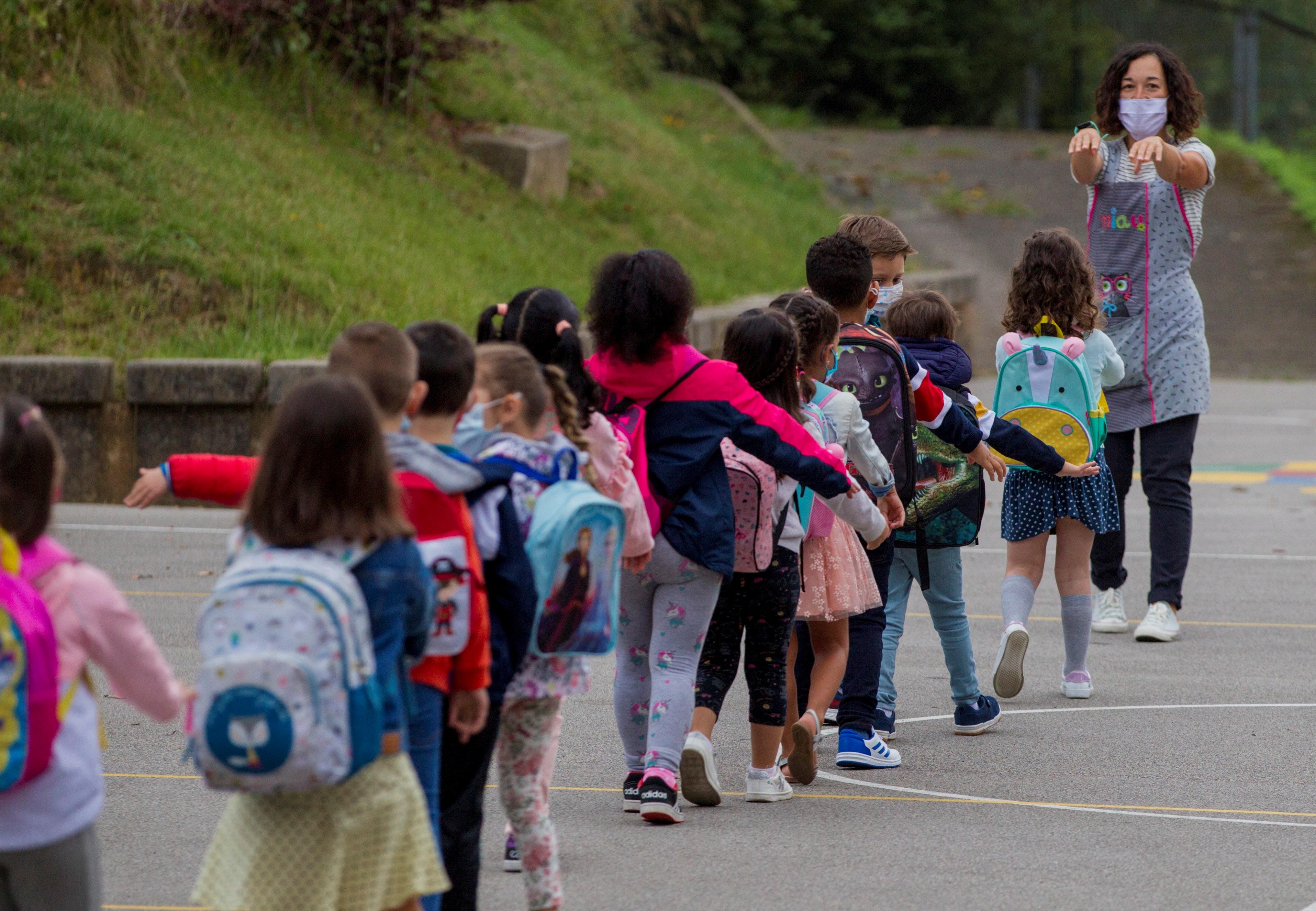 Llegada de los primeros alumnos tras la Covid. EFE/ Alberto Morante/Archivo