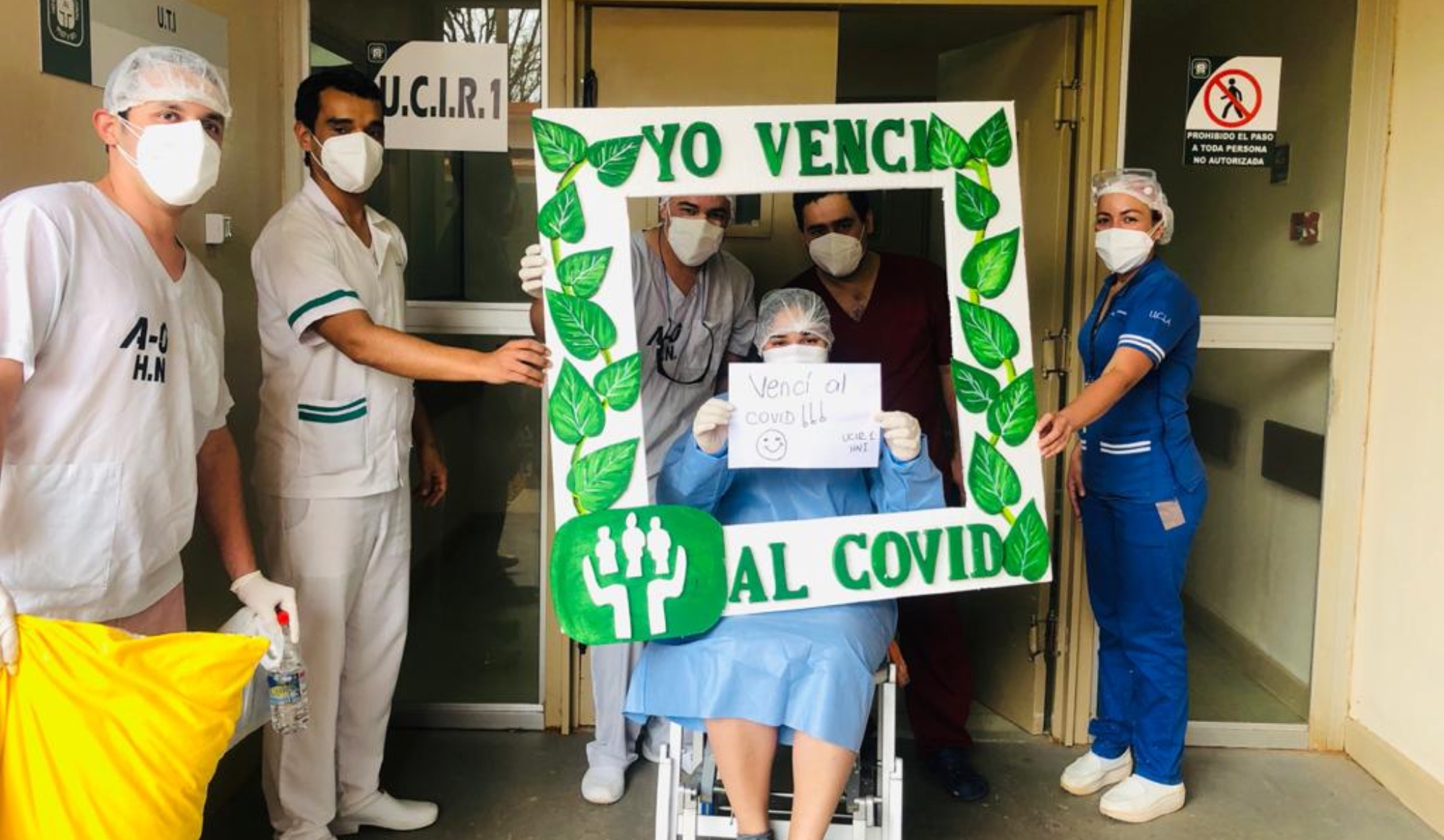 El paciente recuperado que abandona la internación siempre es celebrado por todo el personal médico y funcionarios del hospital.