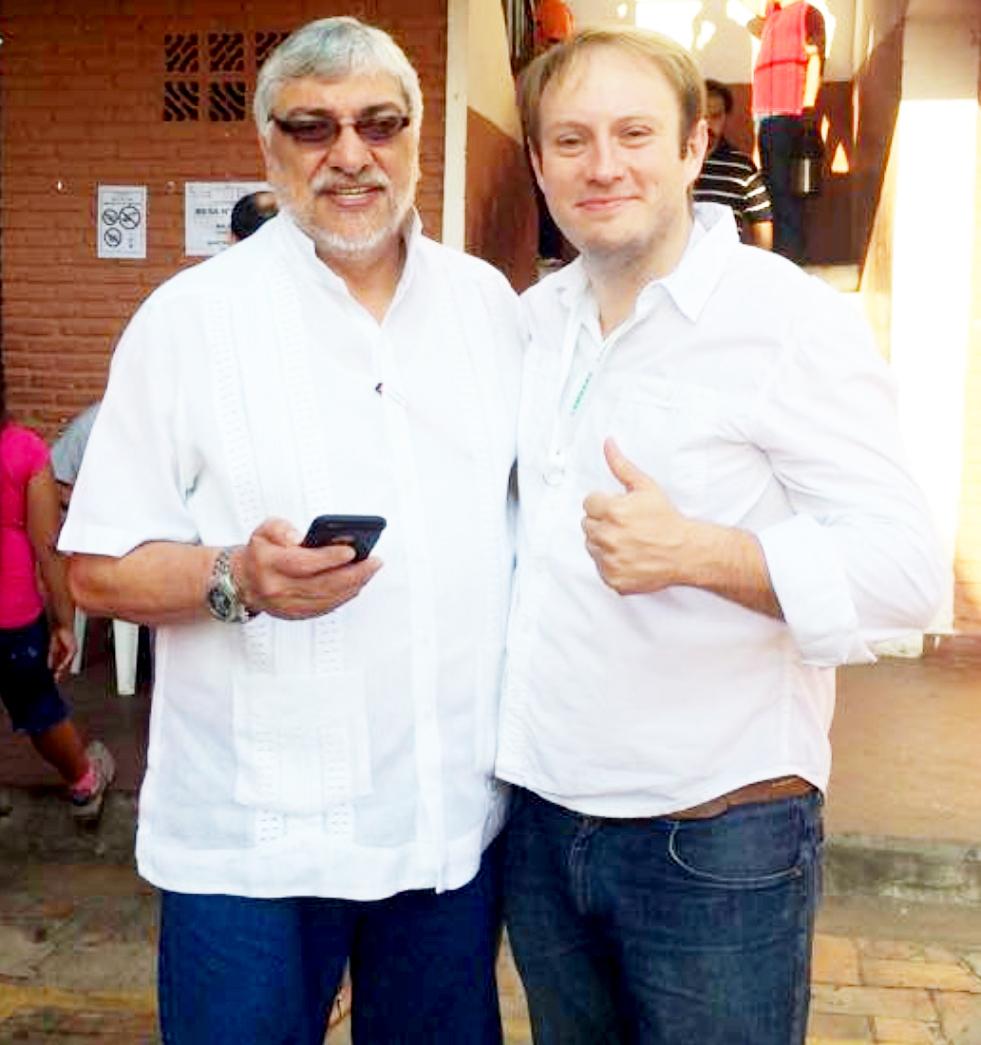 El expresidente  Fernando Lugo Méndez (Frente Guasu) aparece sonriente con su yerno, el concejal de Lambaré Luis Paciello.