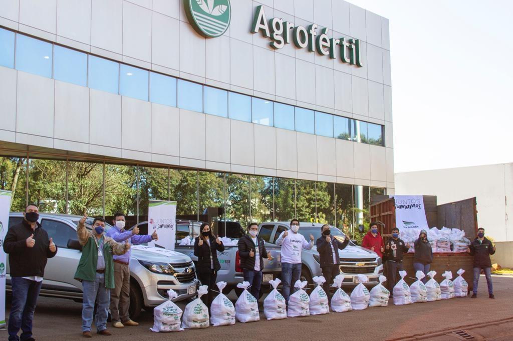 """Salida de los kits de alimentos de la campaña """"Juntos sumamos"""" desde la casa central de Agrofértil."""