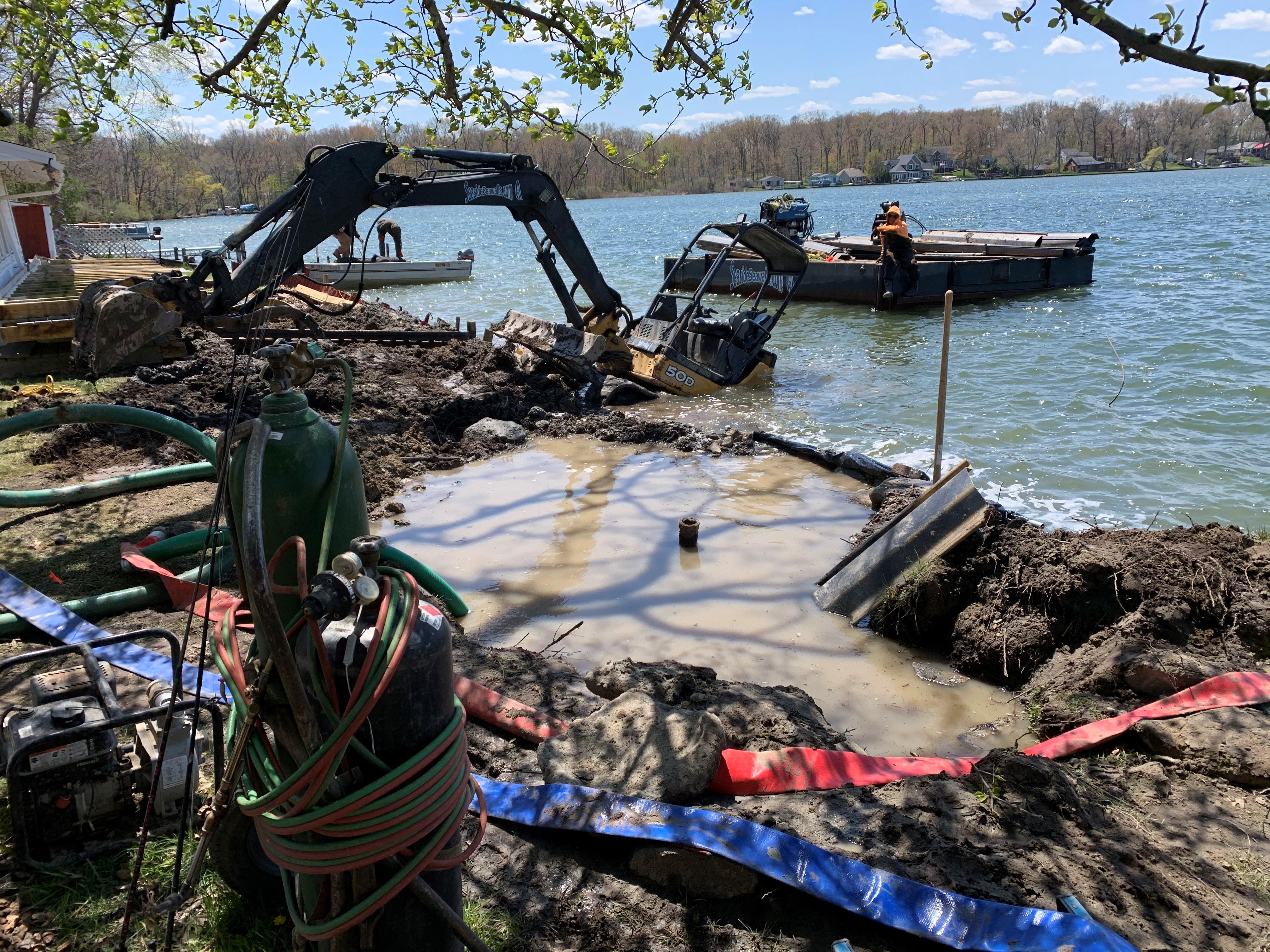 Contractor Working On Lobdell Lake Seawall In Genesee County Spills 800 Gallons Of Raw Sewage Mlive Com Dit is een aluminium kentekenplaat met een gelaagd decal gehecht aan de plaat zoals afgebeeld. contractor working on lobdell lake