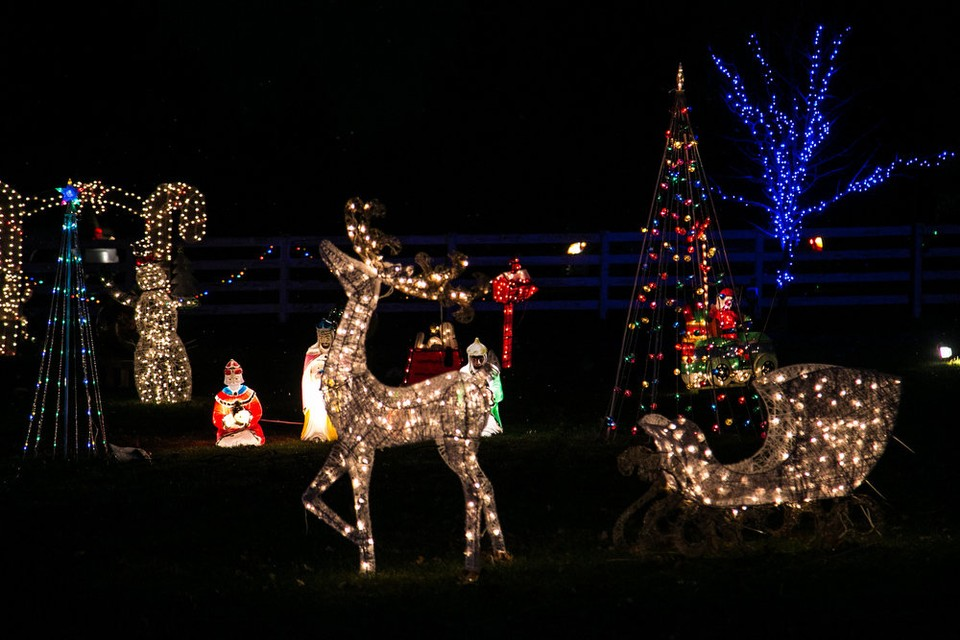 2021 Christmas Light Show In Cleveland Ohio 6 Miles Holiday Lights Extravaganza Where To See Homes That Won Finalist Honors In Northeast Ohio Contest Cleveland Com