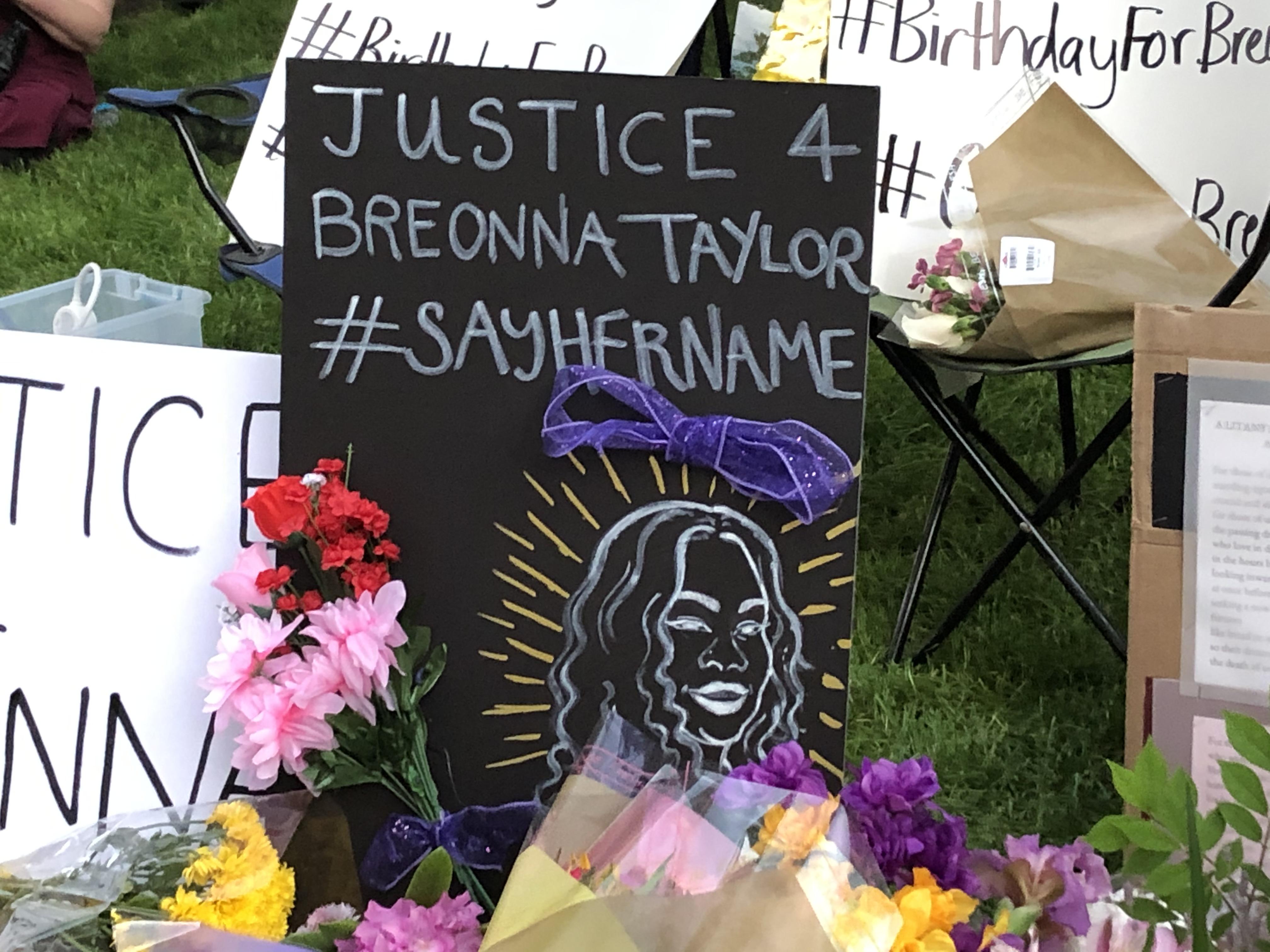 Grand Rapids Native Breonna Taylor Victim Of Police Shooting Honored At Vigil Mlive Com