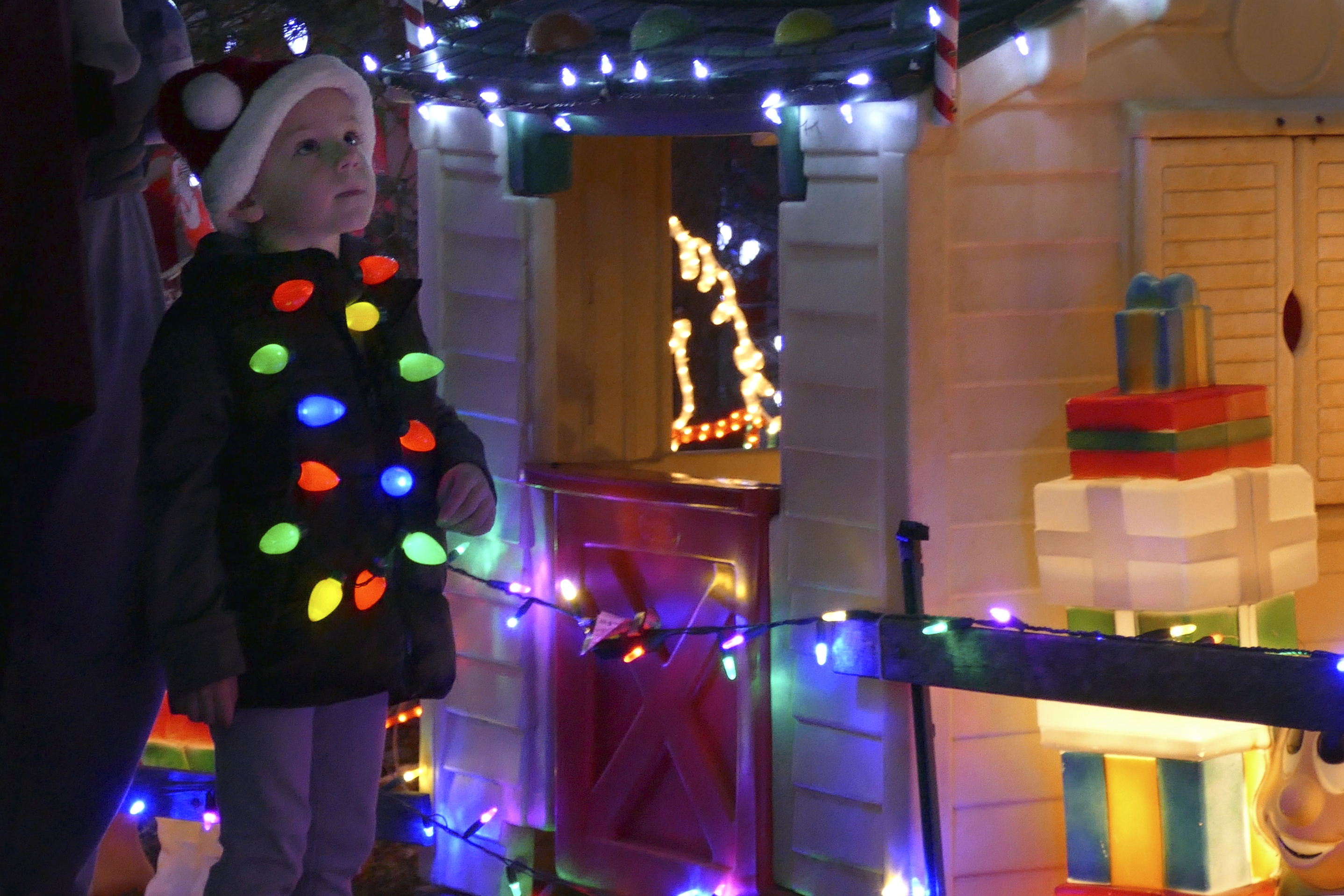 Great Christmas Light Fight 2021 Contestants Massachusetts Family Wins Abc S The Great Christmas Light Fight For The Best Christmas Light Display Masslive Com