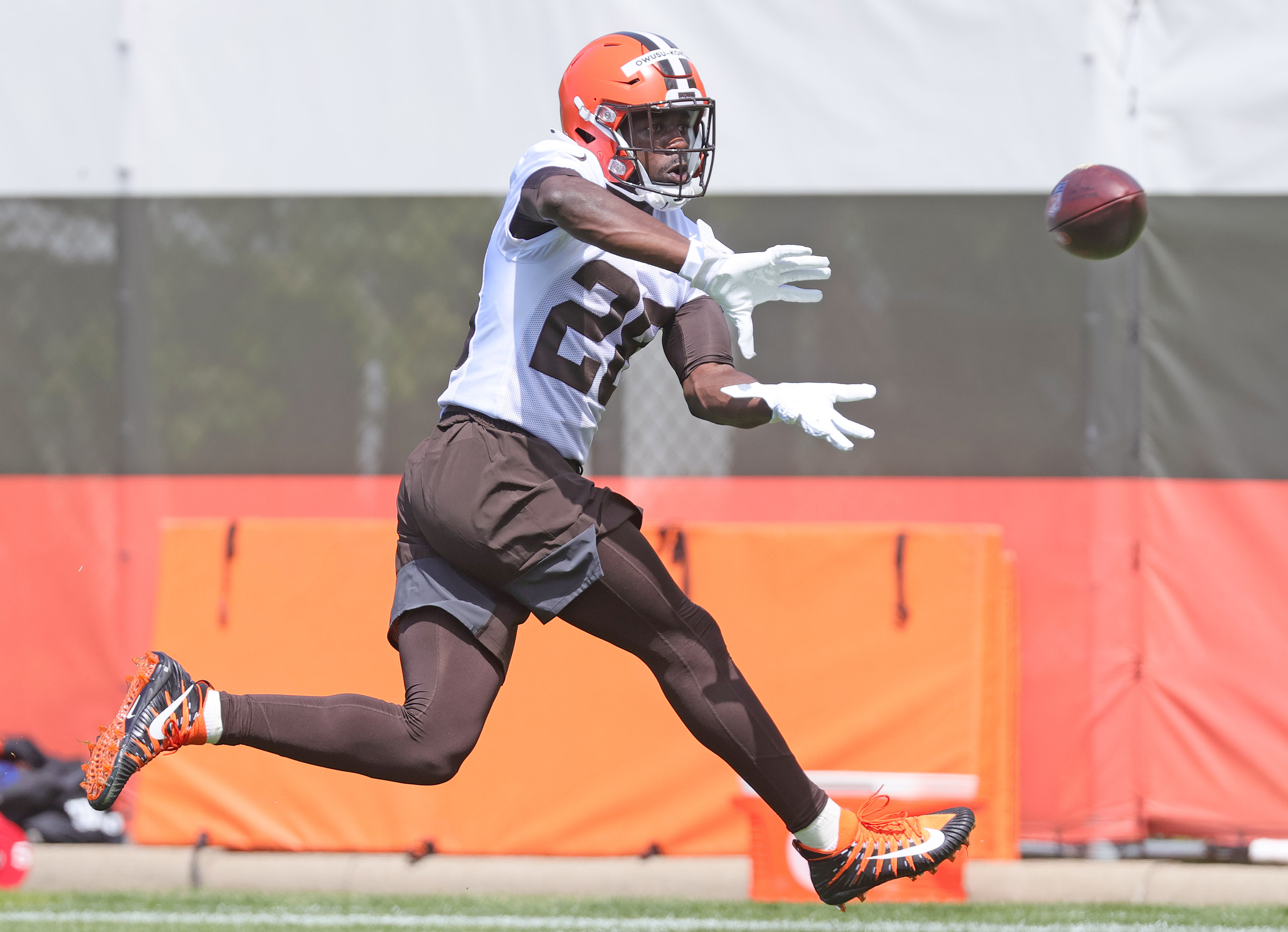 Browns sign 2nd-round LB Jeremiah Owusu-Koramoah to rookie contract worth  about $6.5 million - cleveland.com