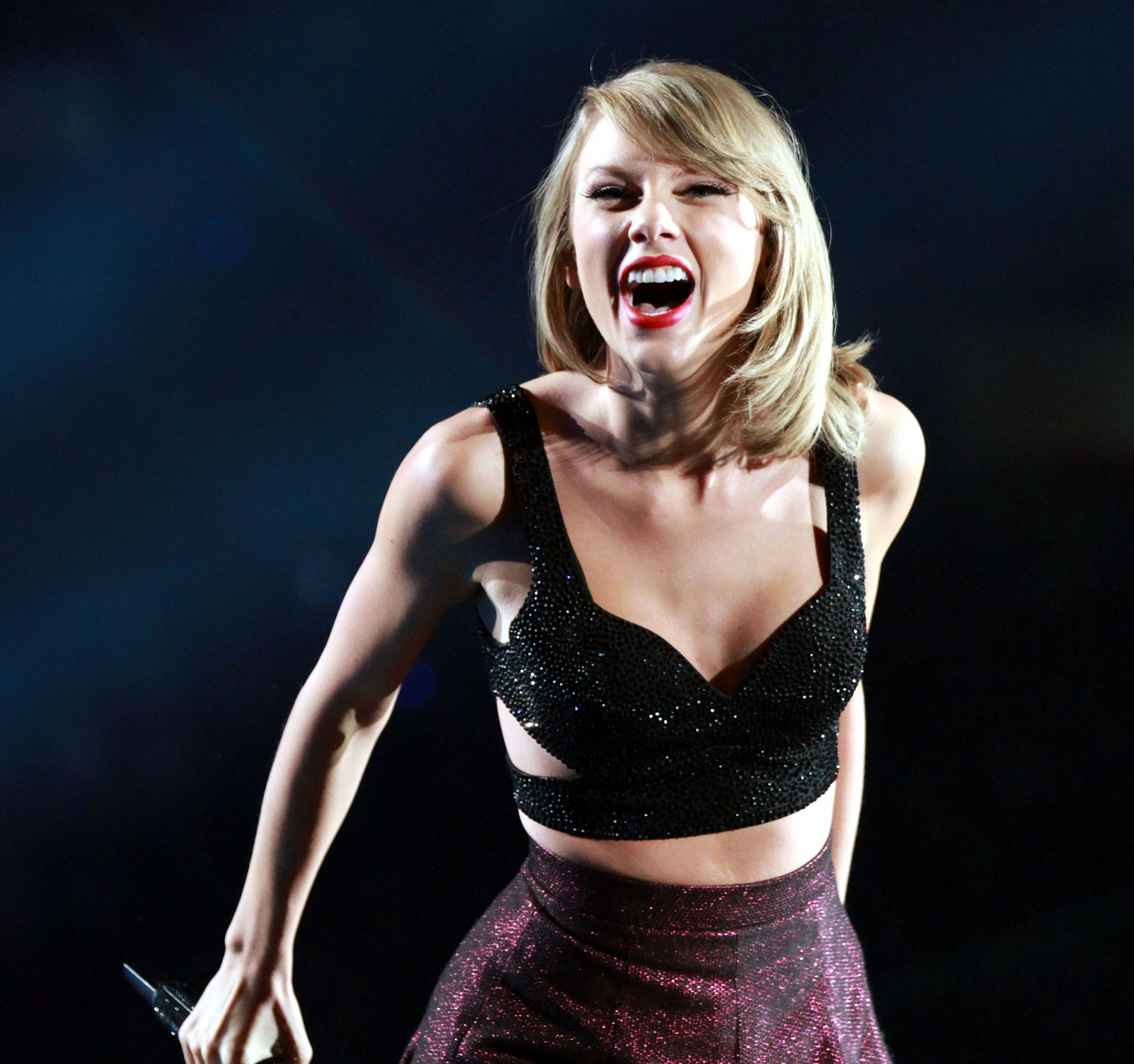 Concert Review And Photos Taylor Swift Showcases Pop Power At Georgia Dome