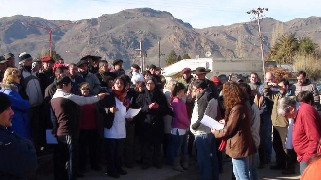 Nueva movilización contra la toma de tierras y la violencia mapuche en la Patagonia