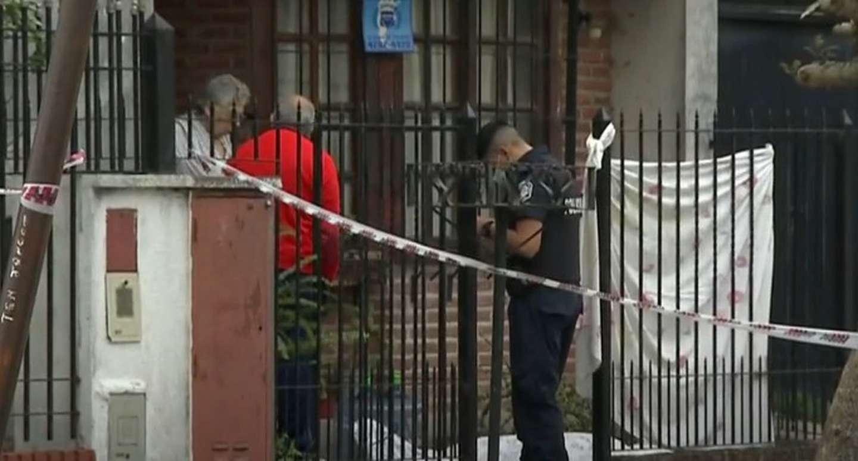 Mataron de una puñalada a un chico de 17 años para robarle en la puerta de la casa de los abuelos