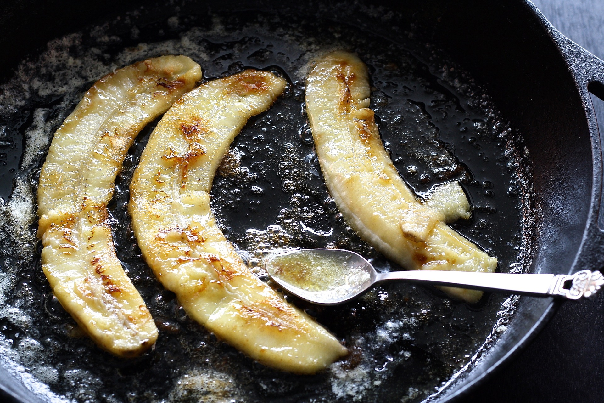 You're probably seasoning your cast iron pan wrong