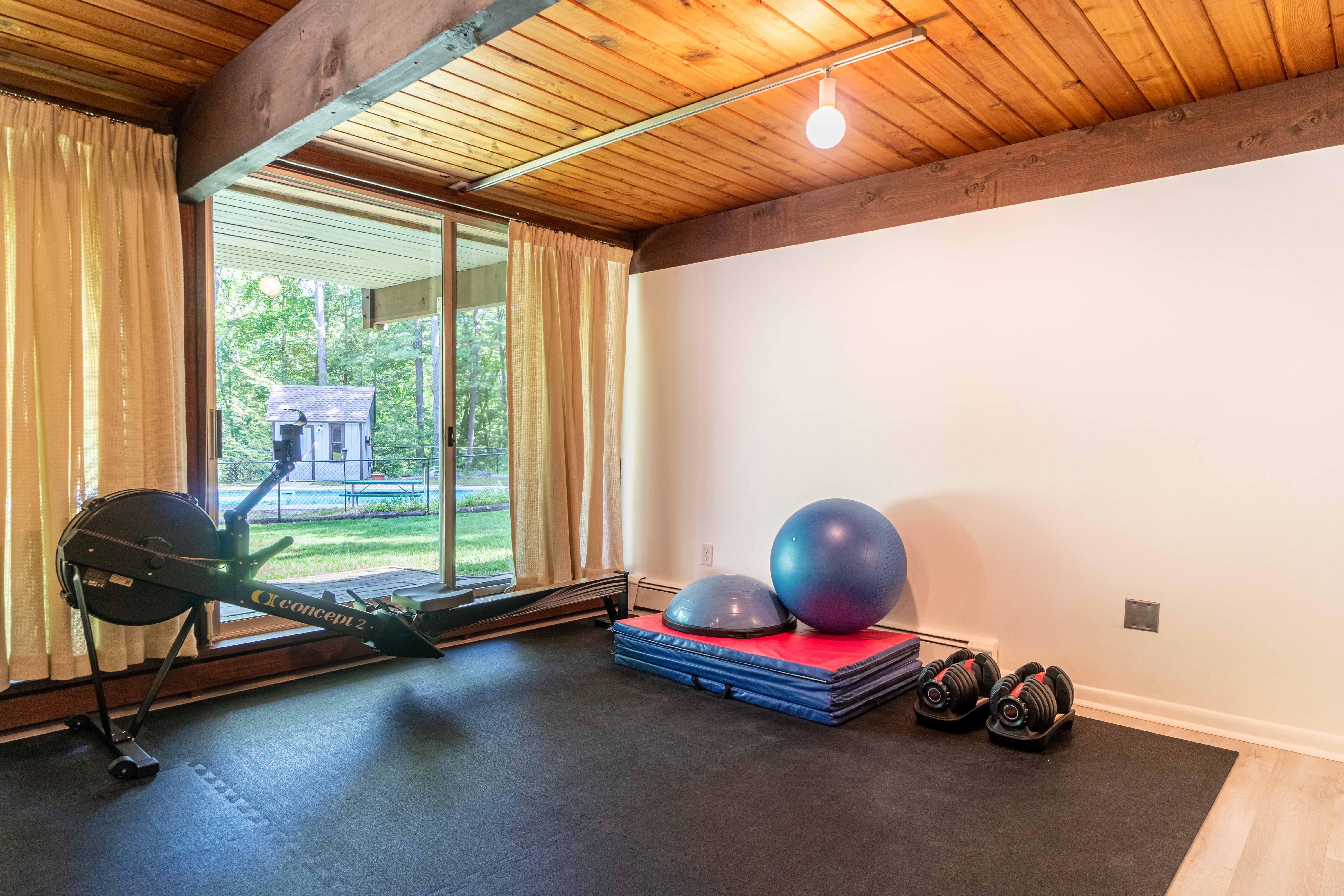 17-stonehedge-road-lincoln-gym