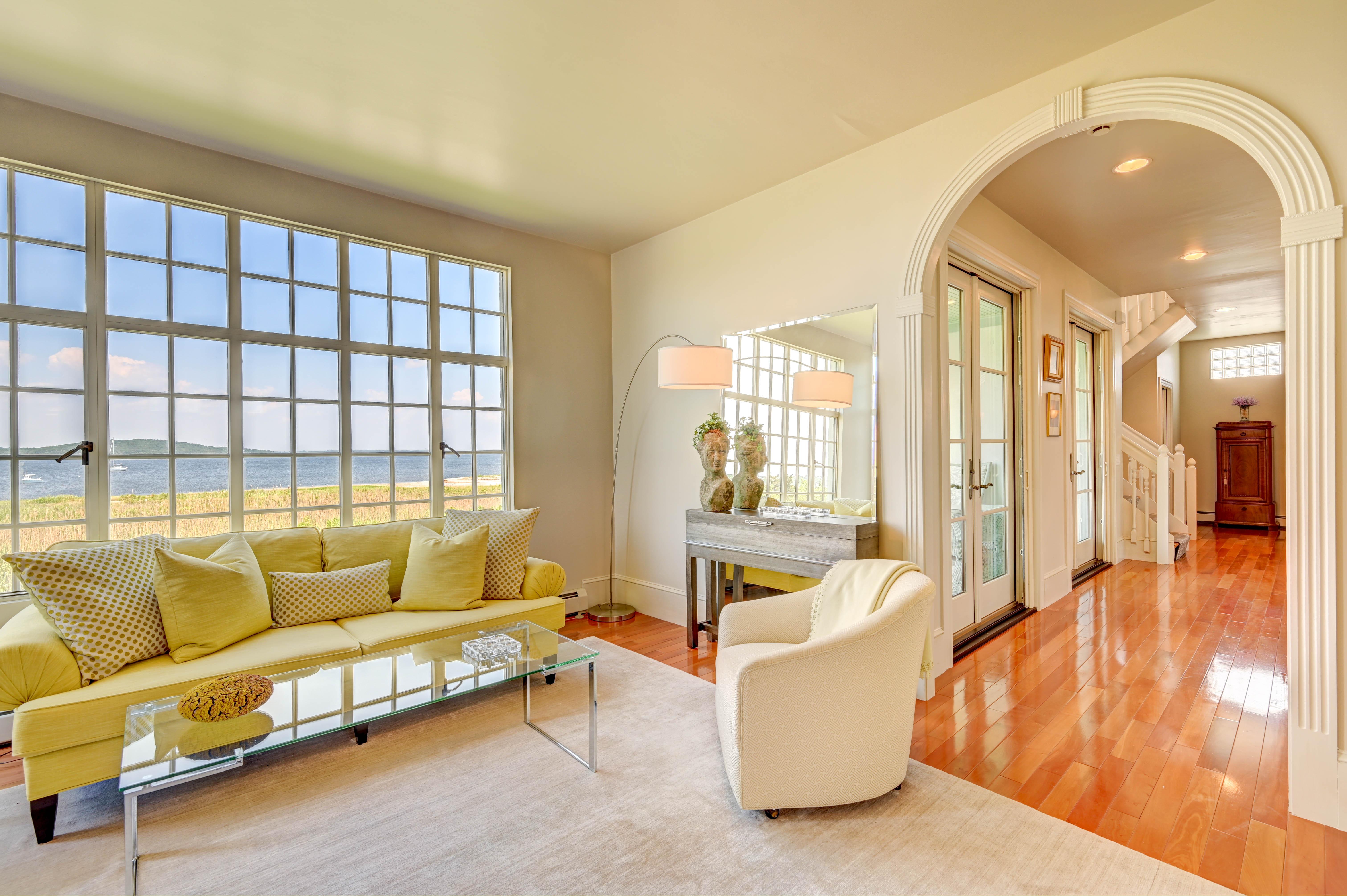 130-common-fence-portsmouth-ri-living-window