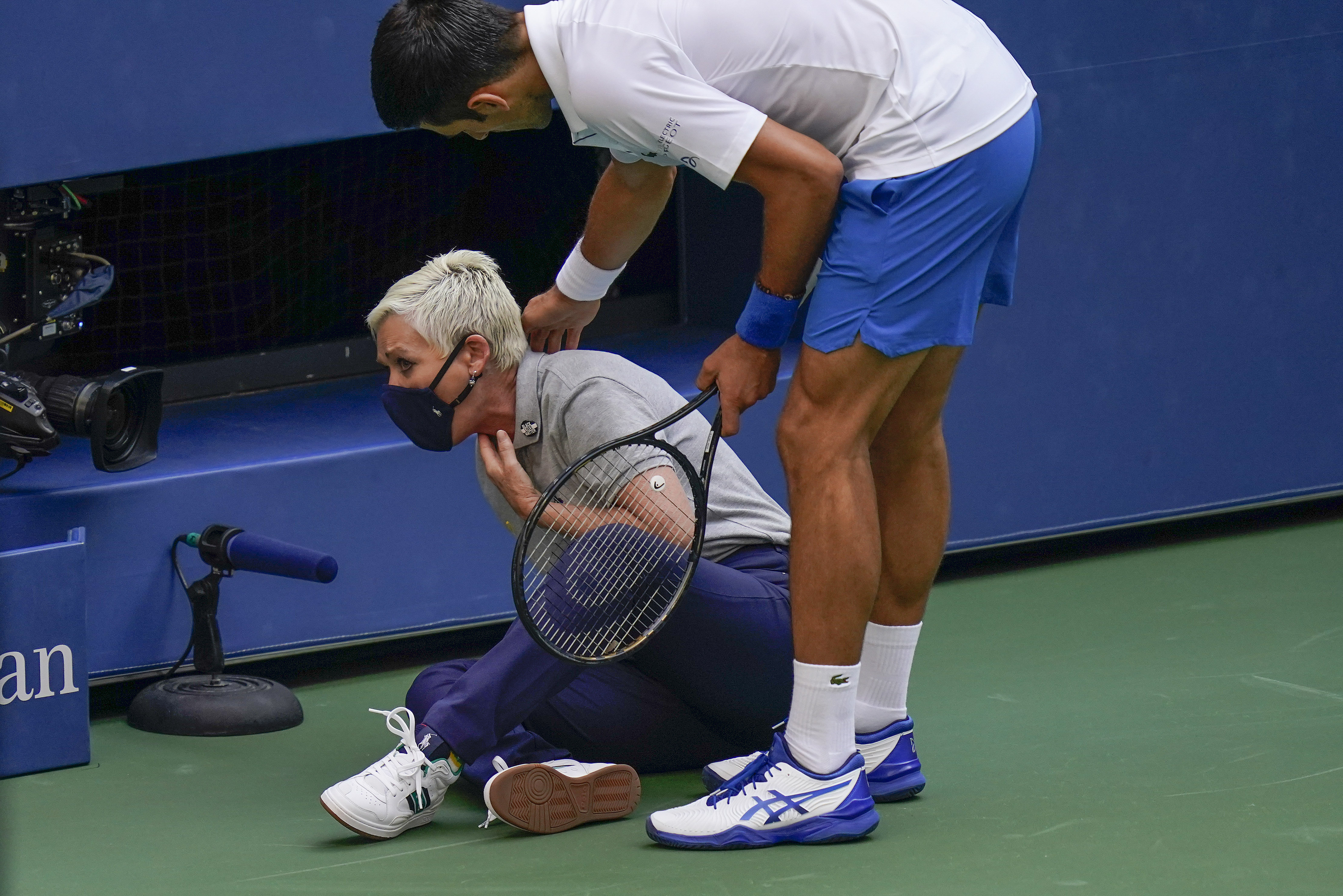 Novak Djokovic Out Of Us Open After Hitting Line Judge With Ball The Boston Globe
