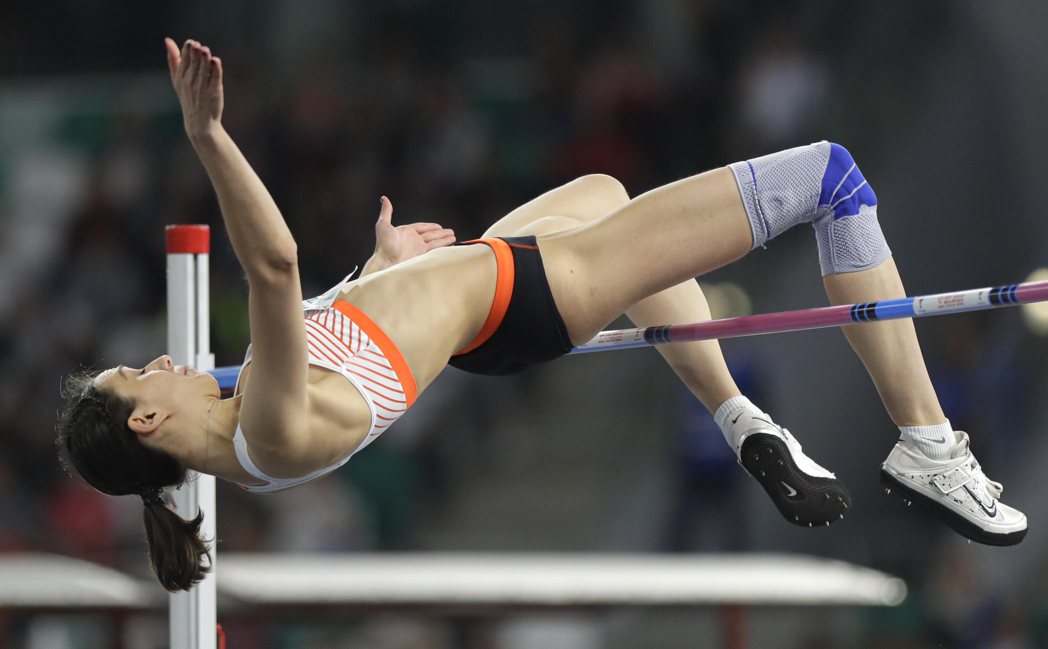 Трехкратная чемпионка мира по прыжкам в высоту Мария Ласицкене будет соревноваться в Токио после отстранения от участия в Играх 2016 года как одна из 10 российских легкоатлеток.