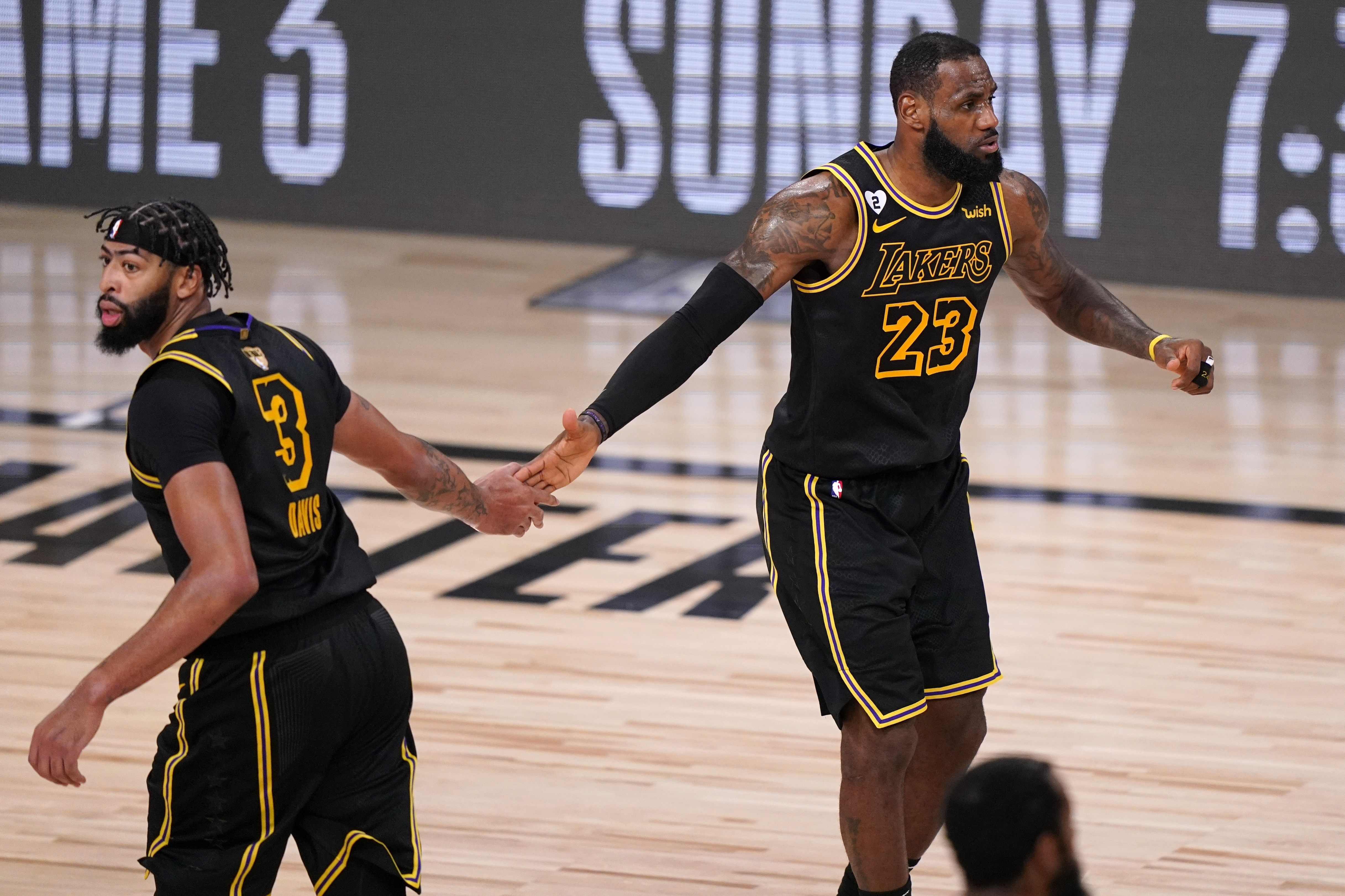 Lakers Pick Good Time For A Winning Streak Over Heat The Boston Globe