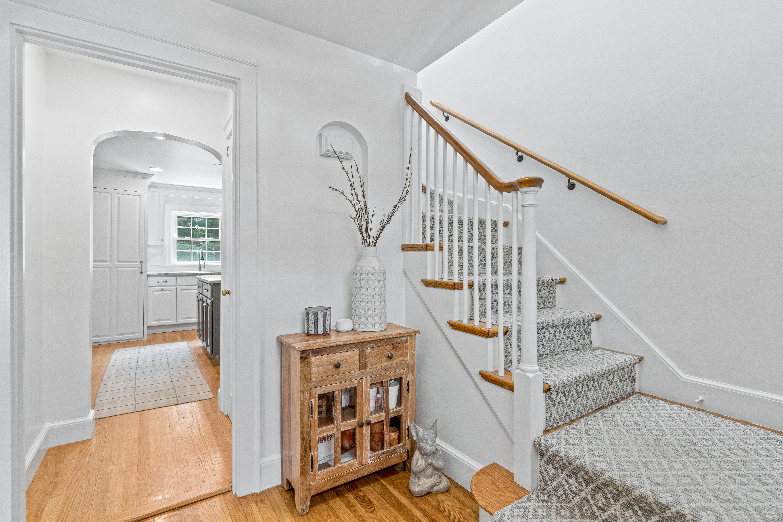 10-barna-road-boston-foyer