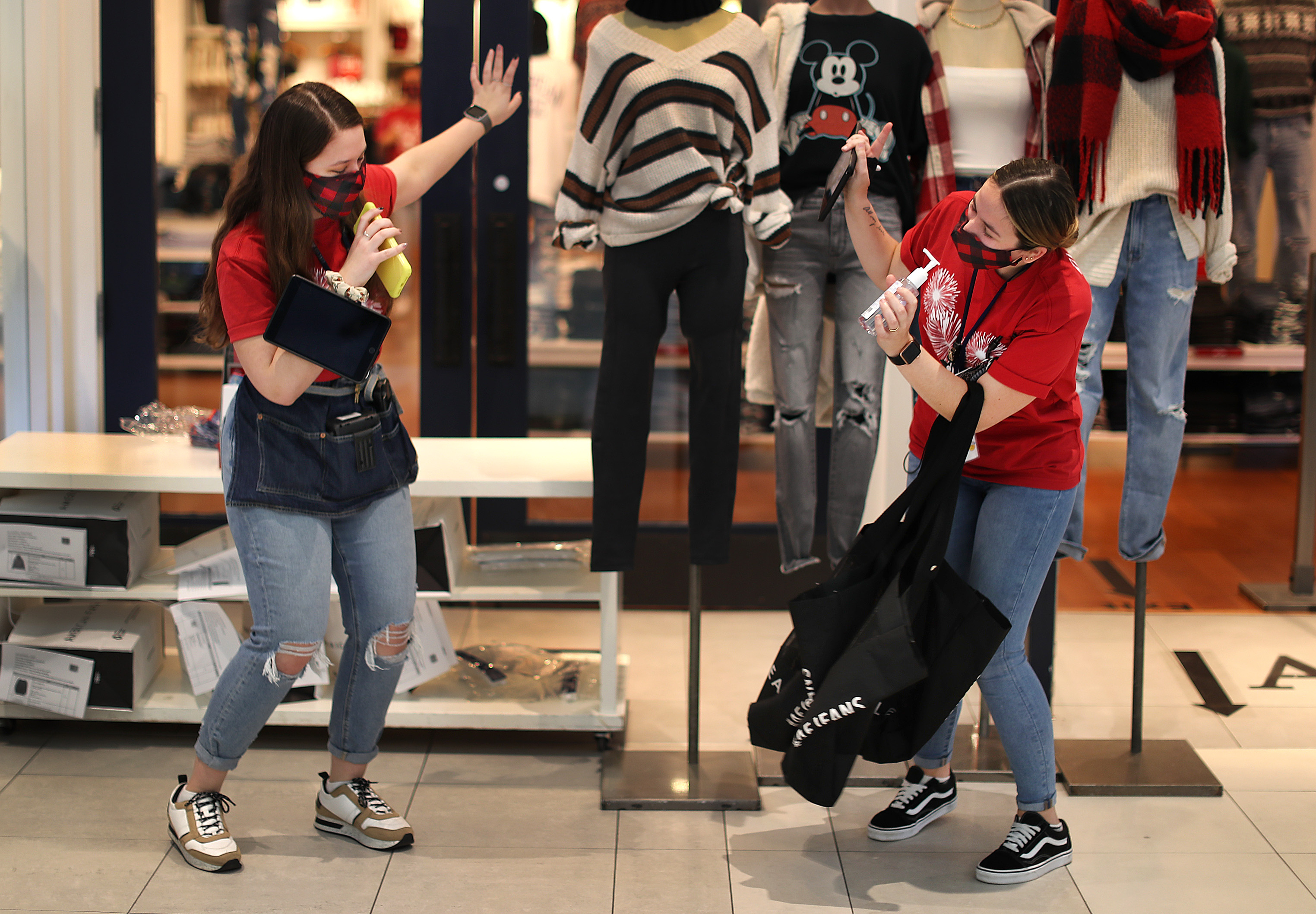 Numbers of shoppers out on Black Friday down from previous years - The  Boston Globe