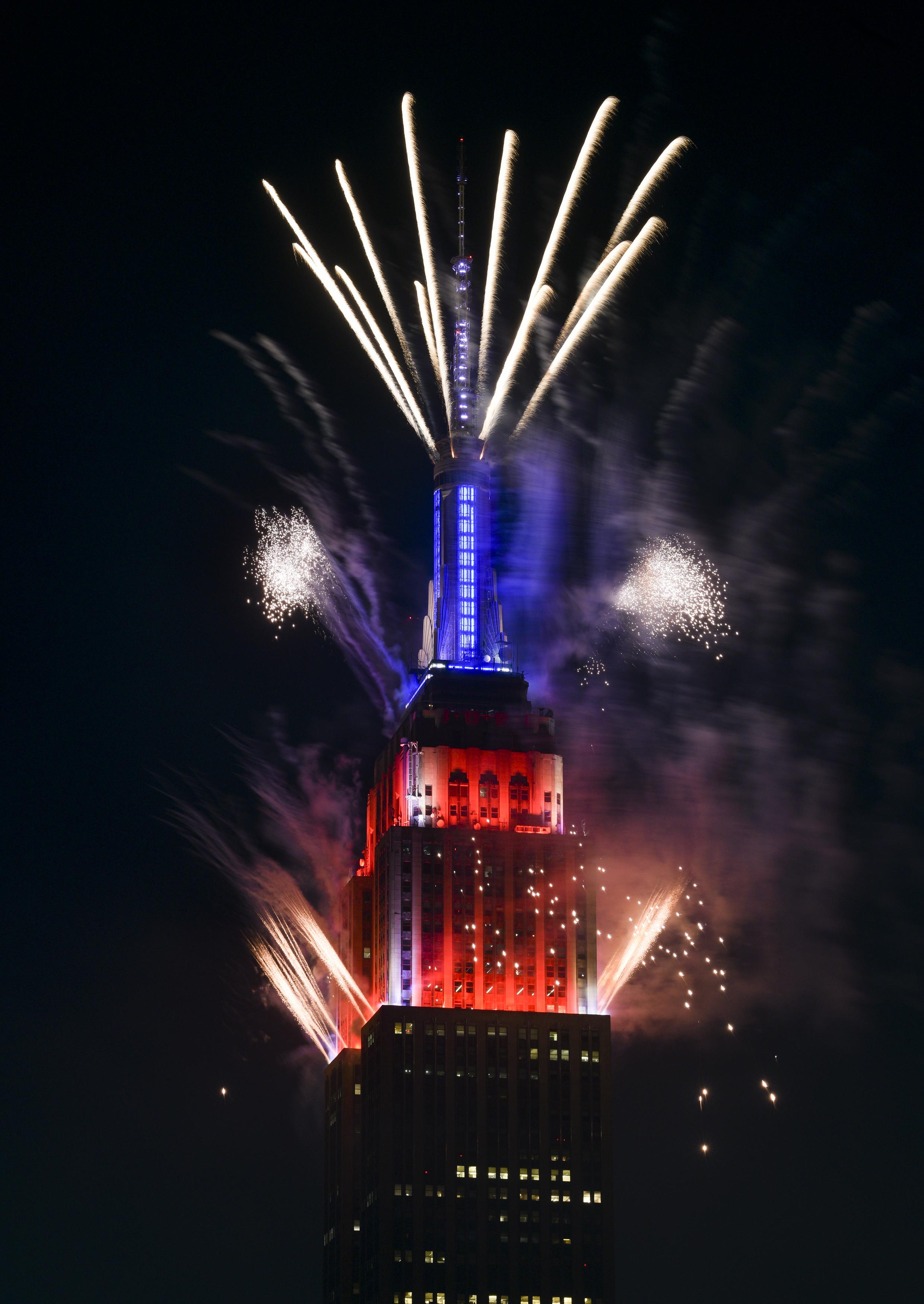 Pertunjukan kembang api Messi pada 4 Juli dimulai dari Empire State Building pada Minggu malam di New York.