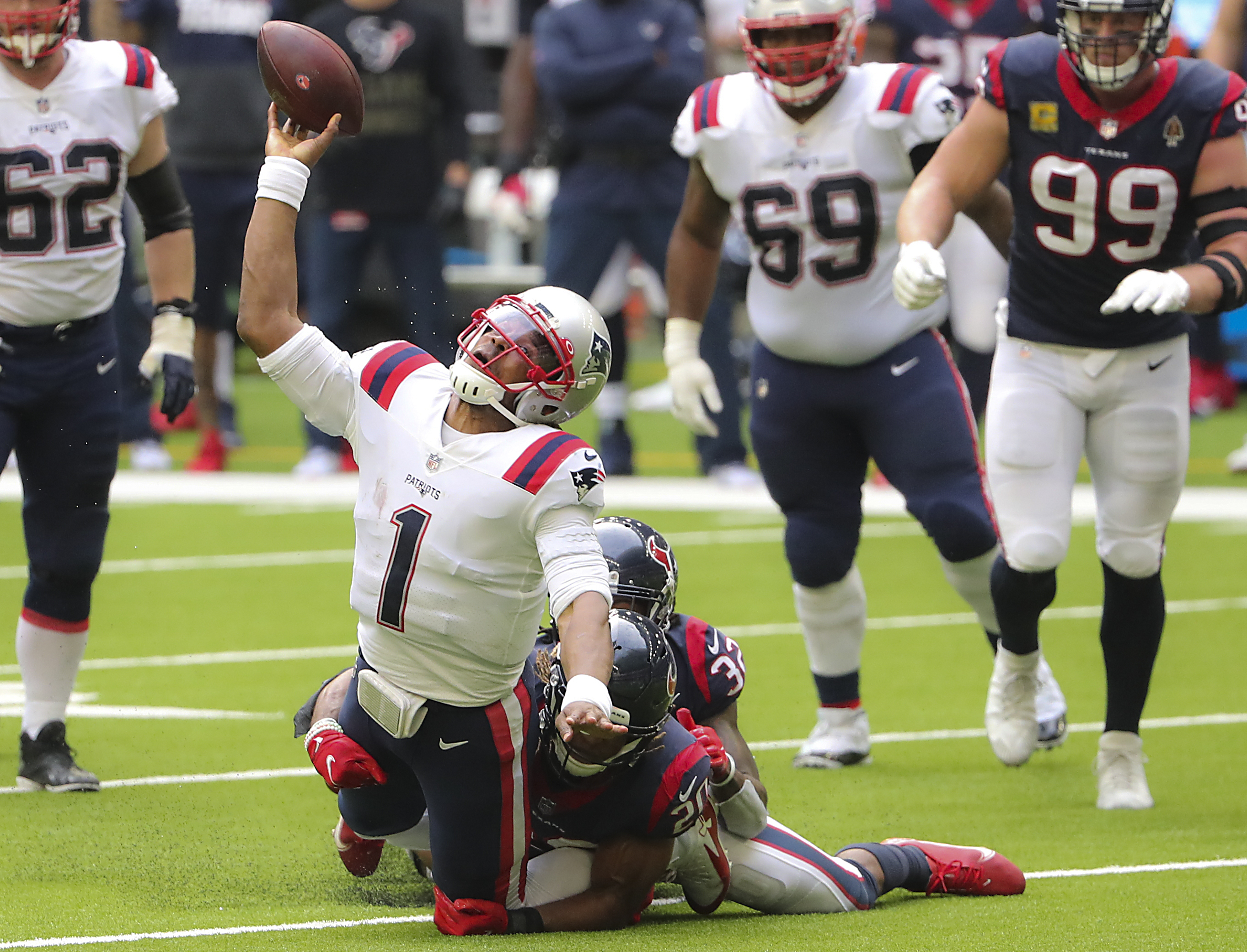 Patriots can't contain Deshaun Watson and Texans, fall to 4-6 - The Boston  Globe