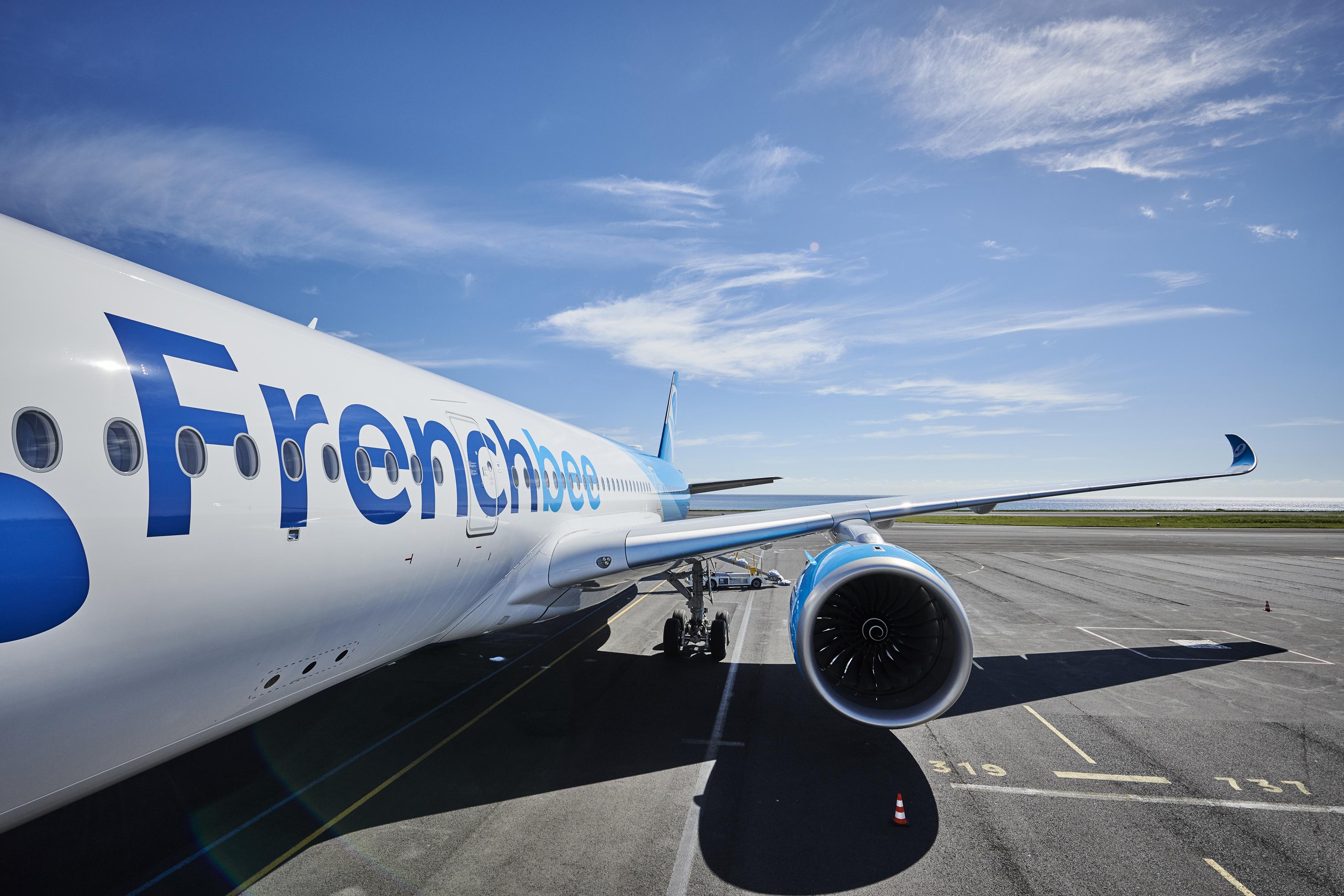 French Bee, une compagnie aérienne low-cost et long-courrier basée à Paris, a lancé sa première liaison sur la côte est des États-Unis entre l'aéroport international Newark Liberty et l'aéroport de Paris Orly.