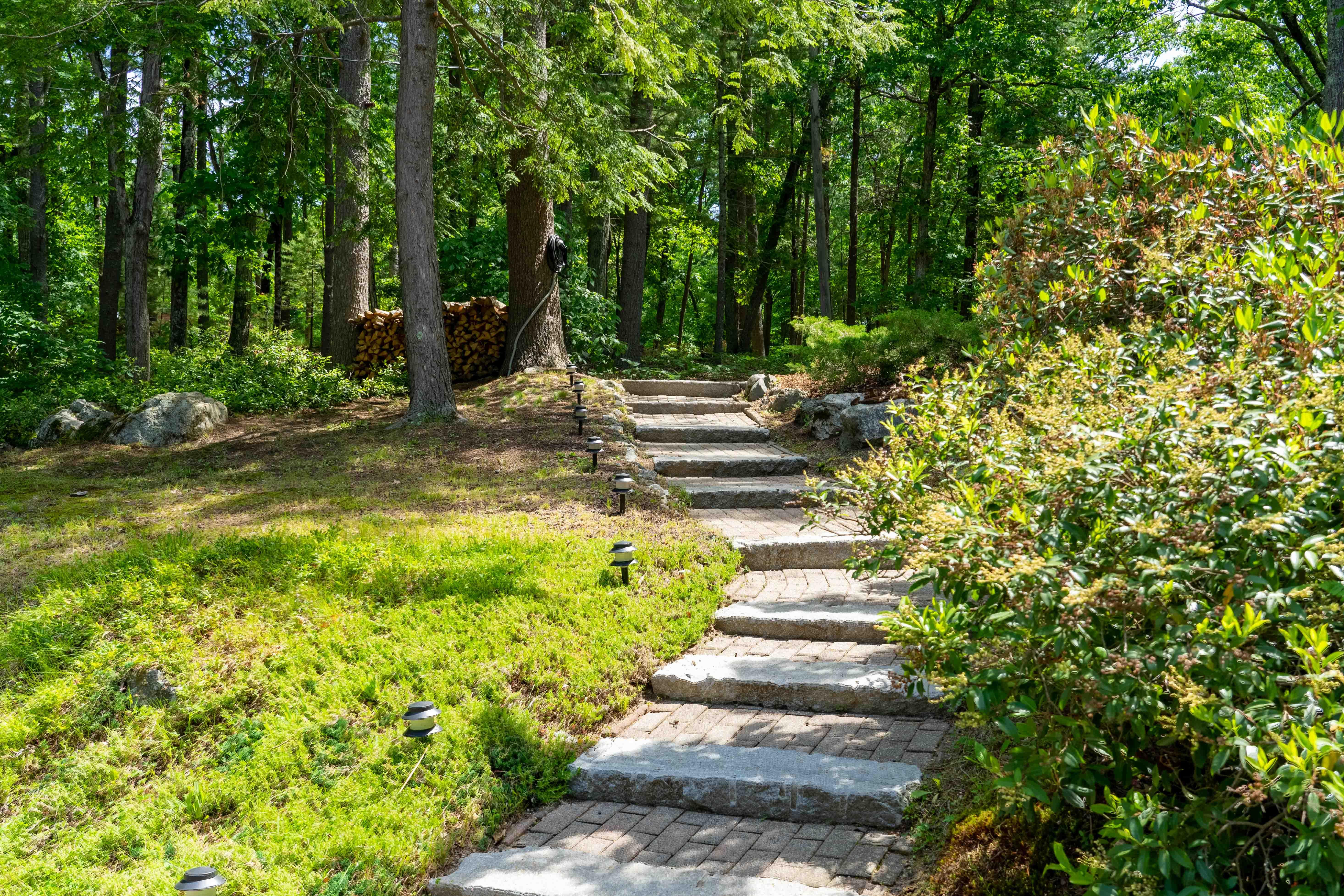 17-stonehedge-road-lincoln-walkway
