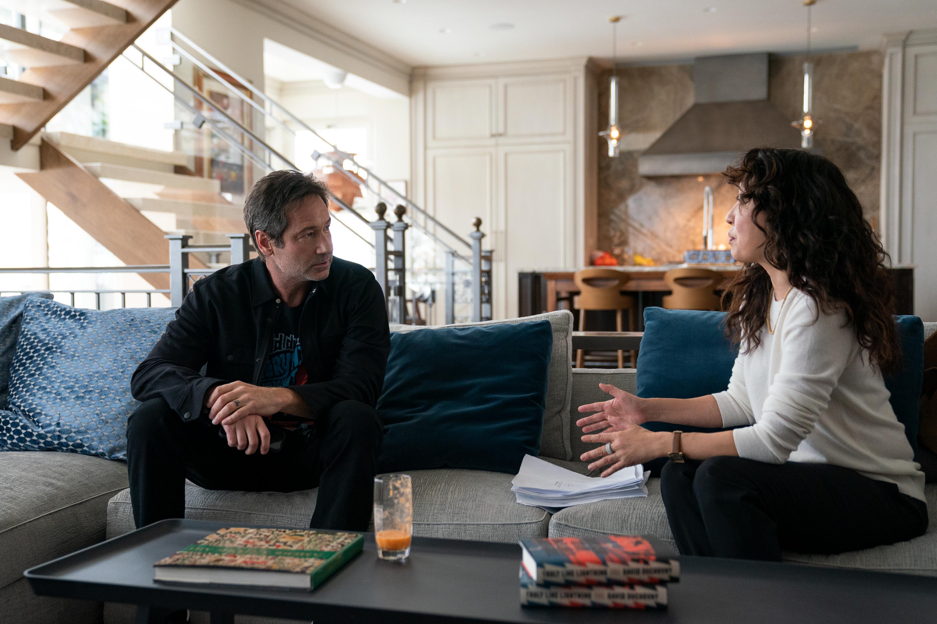 """En una escena, David Duchovny y Sandra O. """"Silla."""""""