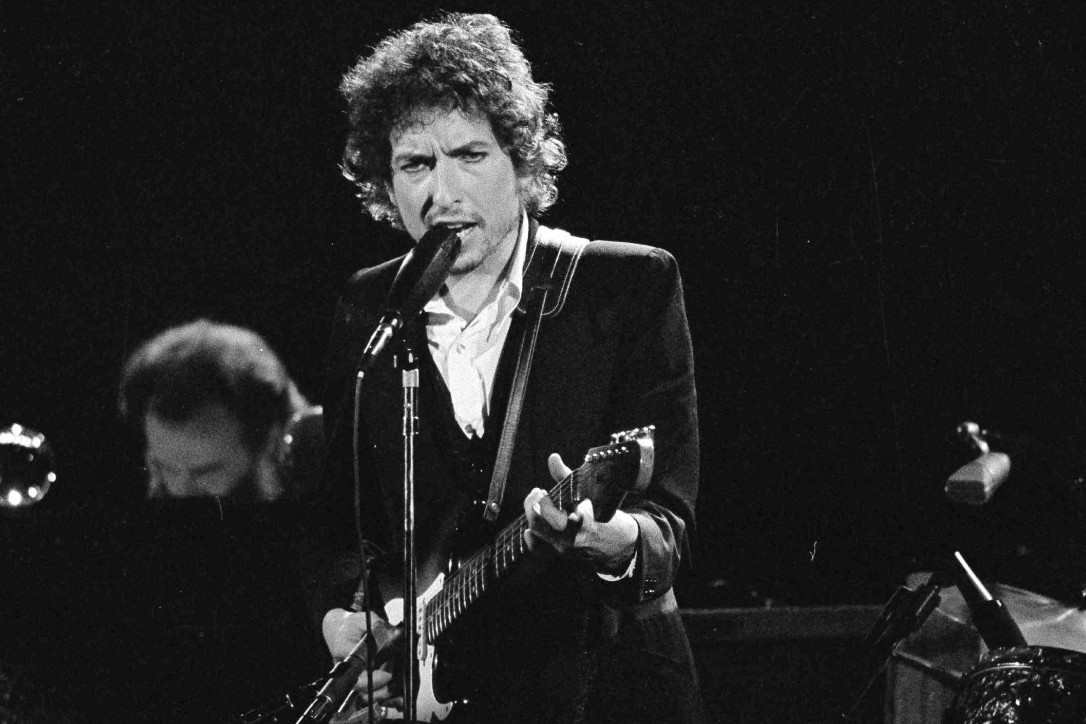 Bob Dylan sells his entire catalog of songs to Universal Music - The Boston  Globe