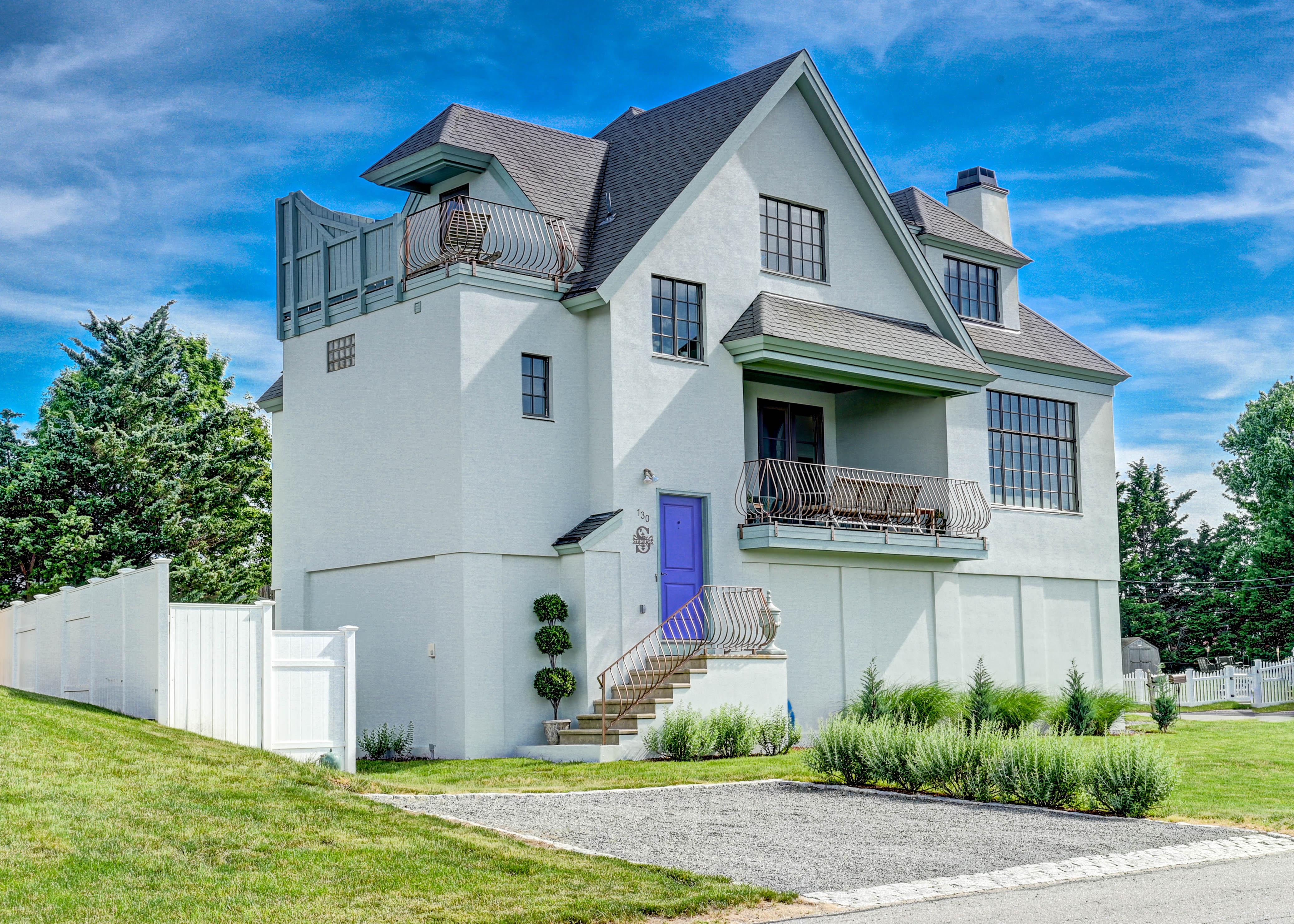 130-common-fence-portsmouth-ri-exterior