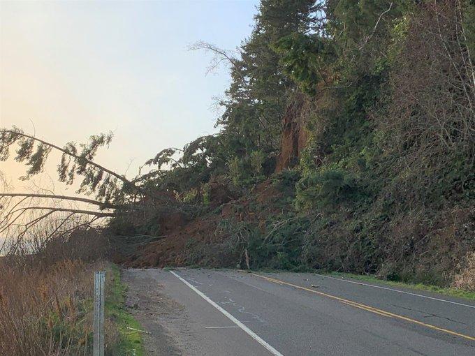 Slide blocking portion of SR 109 in Grays Harbor County
