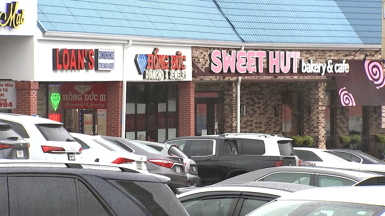 """Secret """"money club"""" helps local immigrants raise funds for new businesses"""