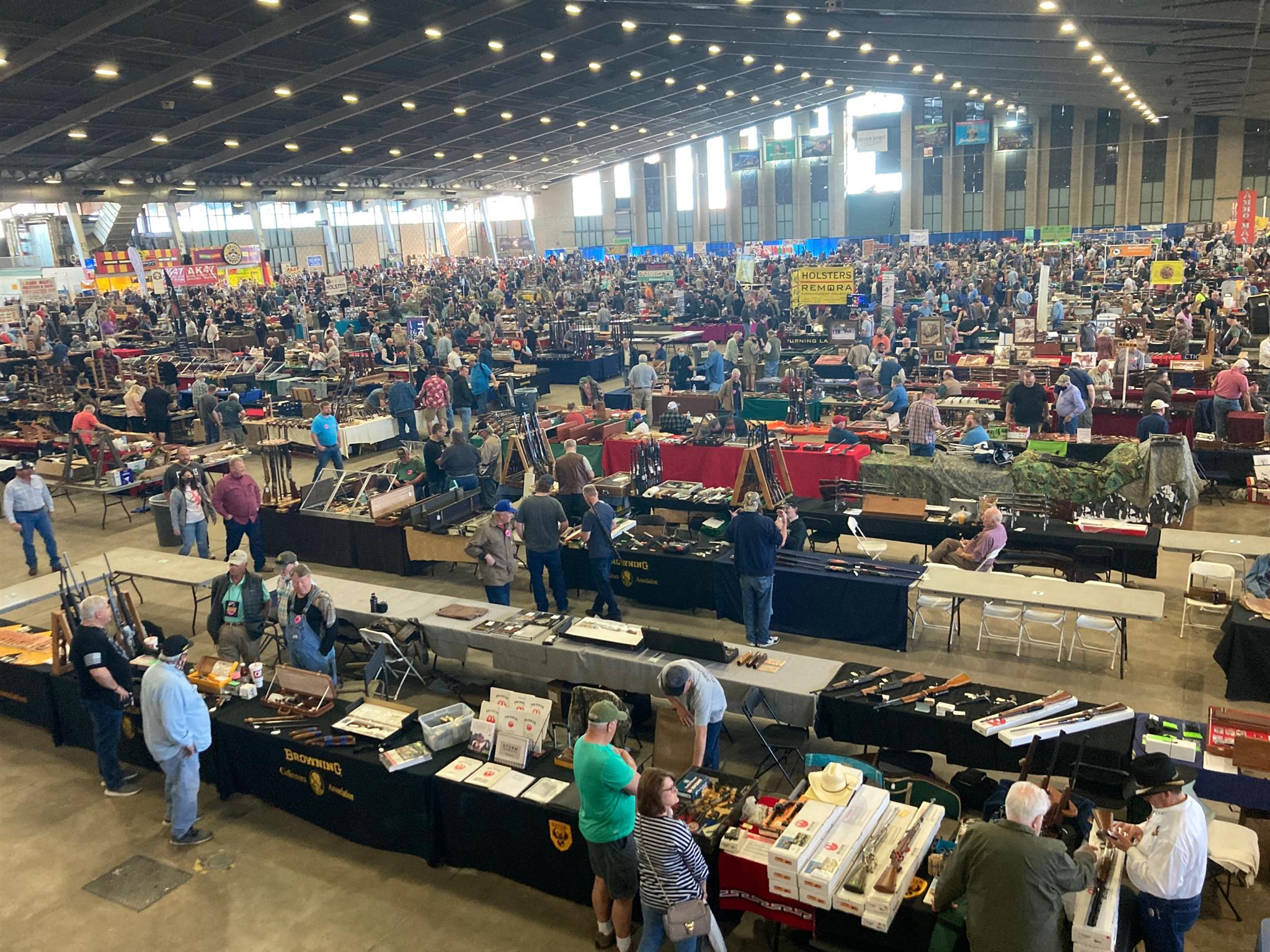 Large crowds pack Tulsa fairgrounds for arms show