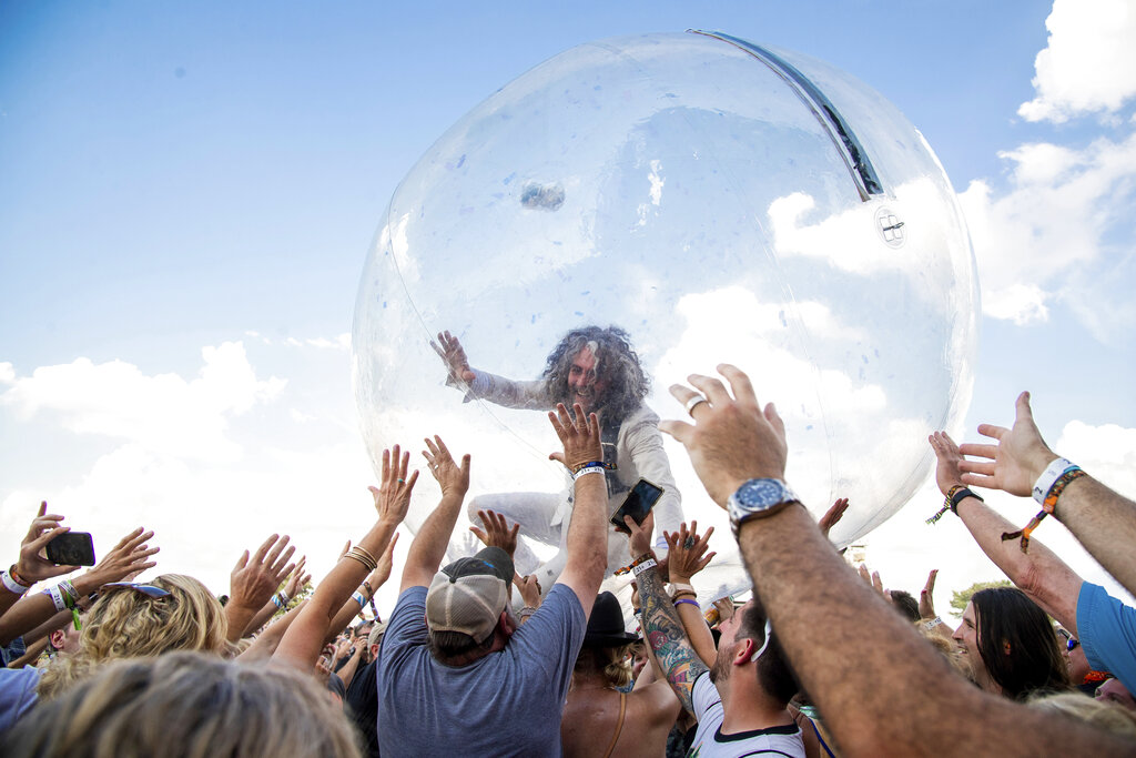 Live music in bubble: Flaming Lips play to packed house amid coronavirus pandemic