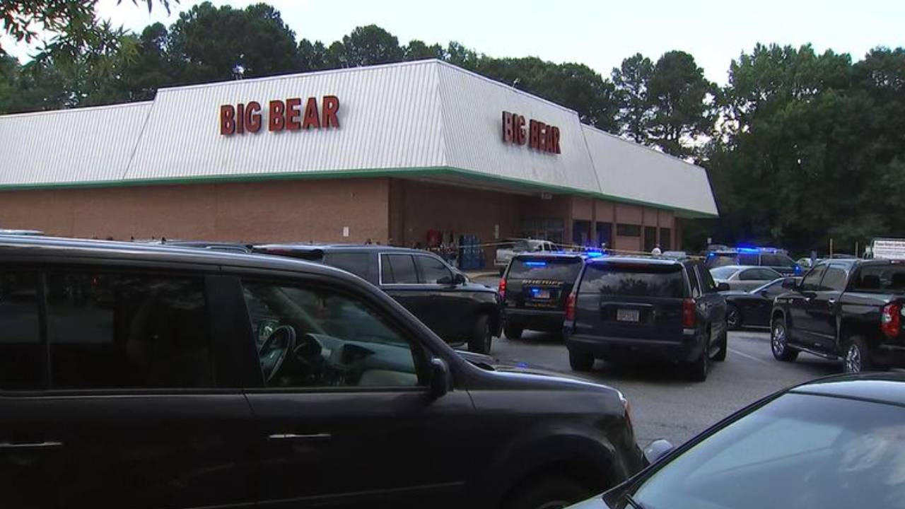 Triple shooting over masks at Georgia grocery store leaves cashier dead, deputy and man injured