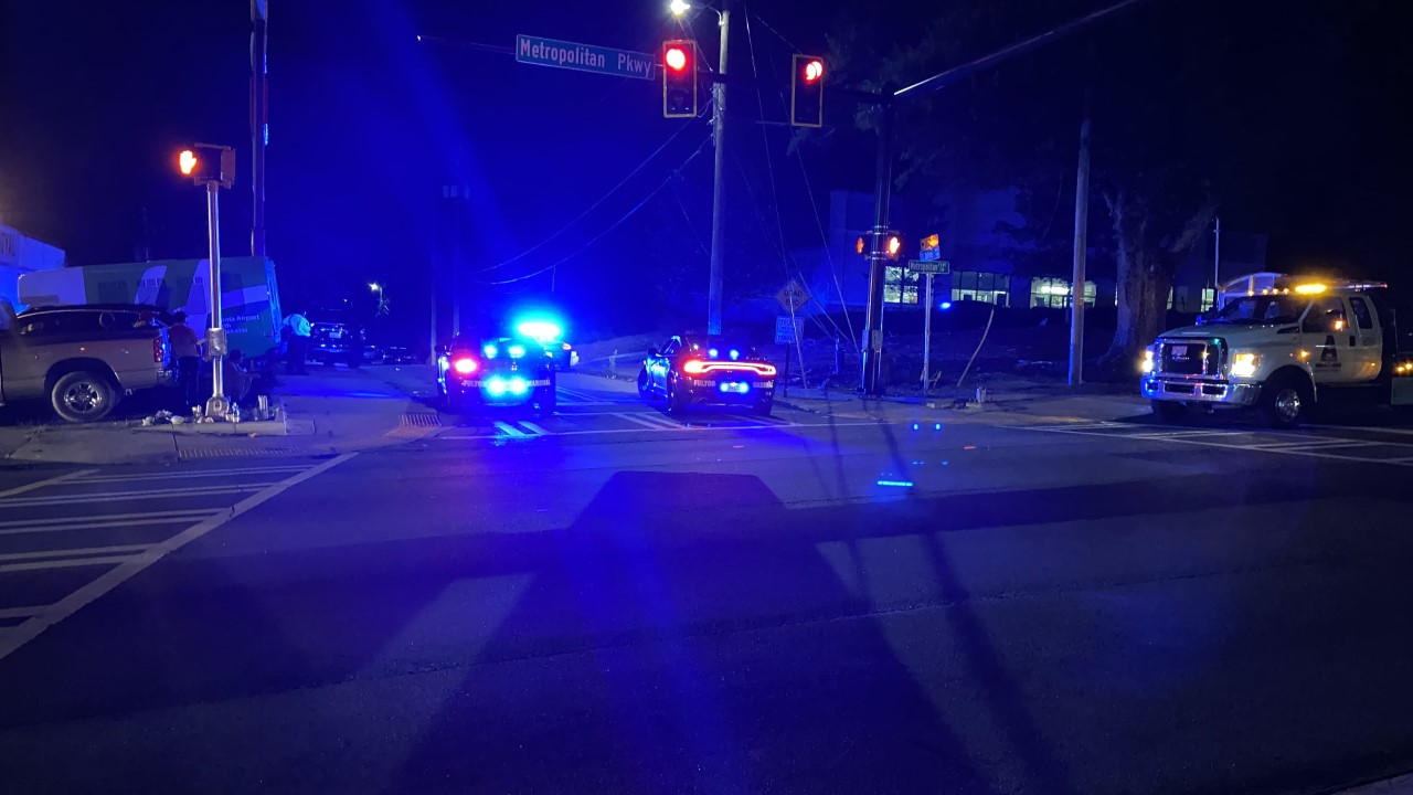 Manhunt underway in southwest Atlanta after man runs from GSP roadblock, police say