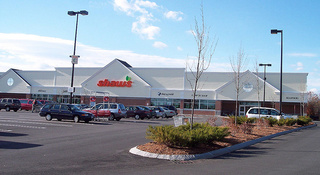 Truckers for Shaw's, Star Market go on strike in New England