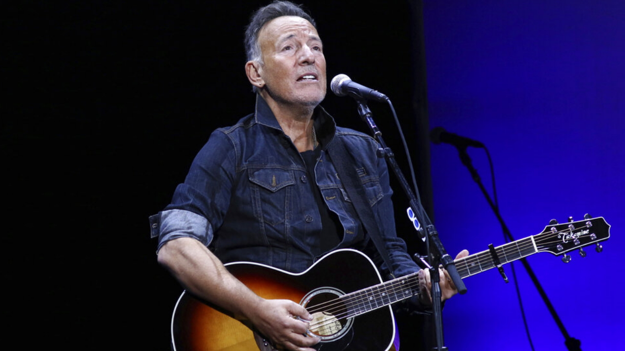 Realtor grabs selfie with Bruce Springsteen at NJ ice cream shop