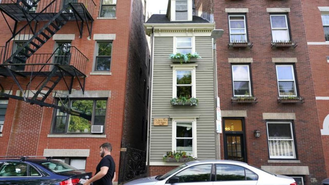 Hefty price: Boston's famous 'Skinny House' sells for $1.25 million