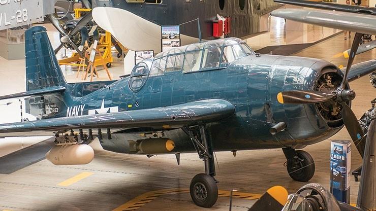 World War II-era plane crash lands in ocean after mechanical failure at Florida air show