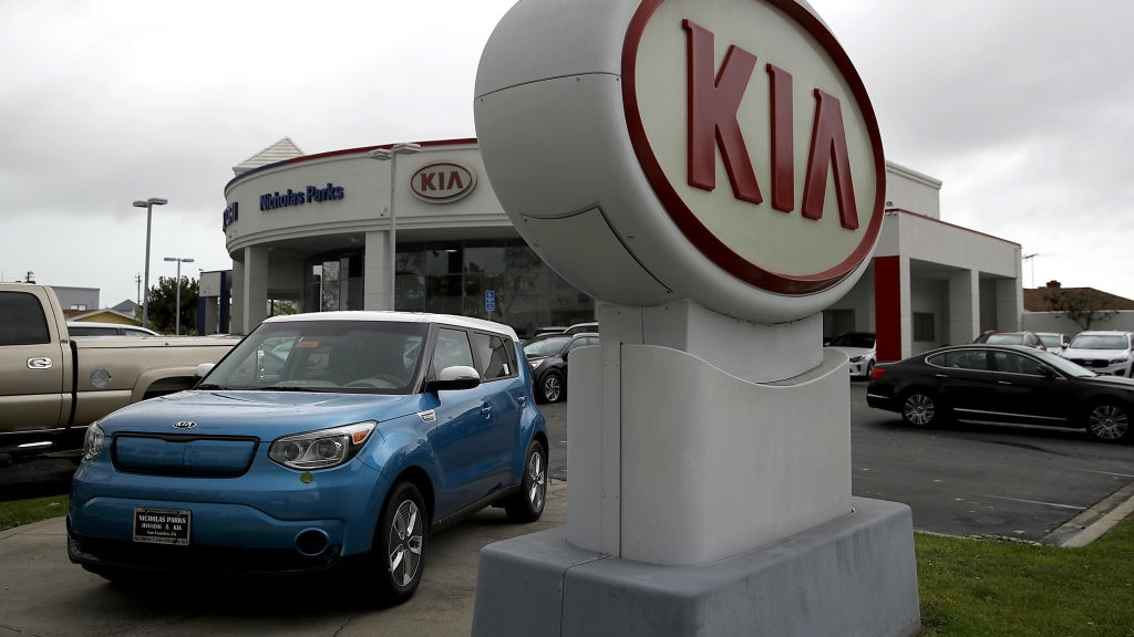 Kia recalls 295,000 vehicles for risk of engine...