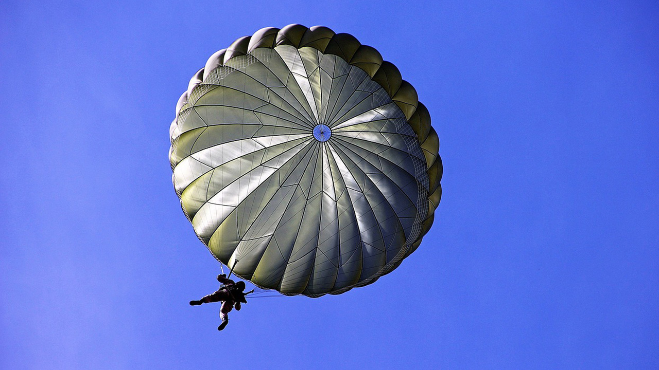 Skydiver dies after midair collision with parachutist in DeLand, police say