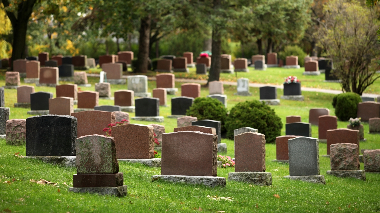 Iowa man arrested after trying to scrap cemetery headstone, police say