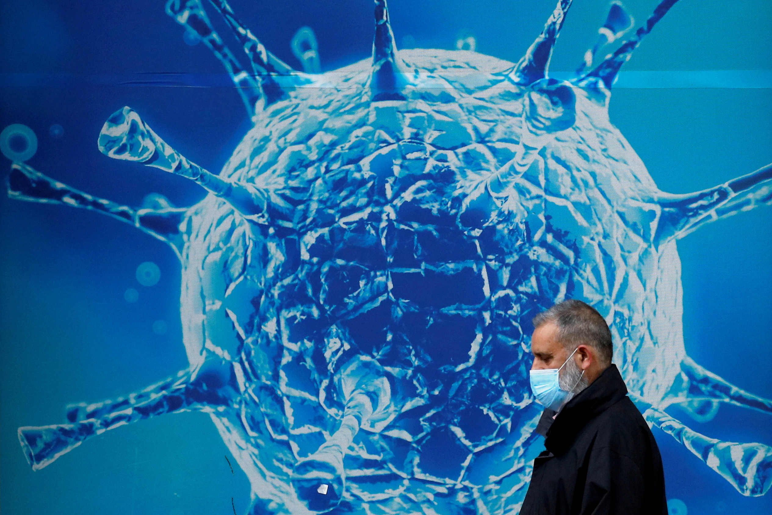 """Cómo los no vacunados se pueden convertir en una """"fábrica de variantes"""" -  La Tercera"""