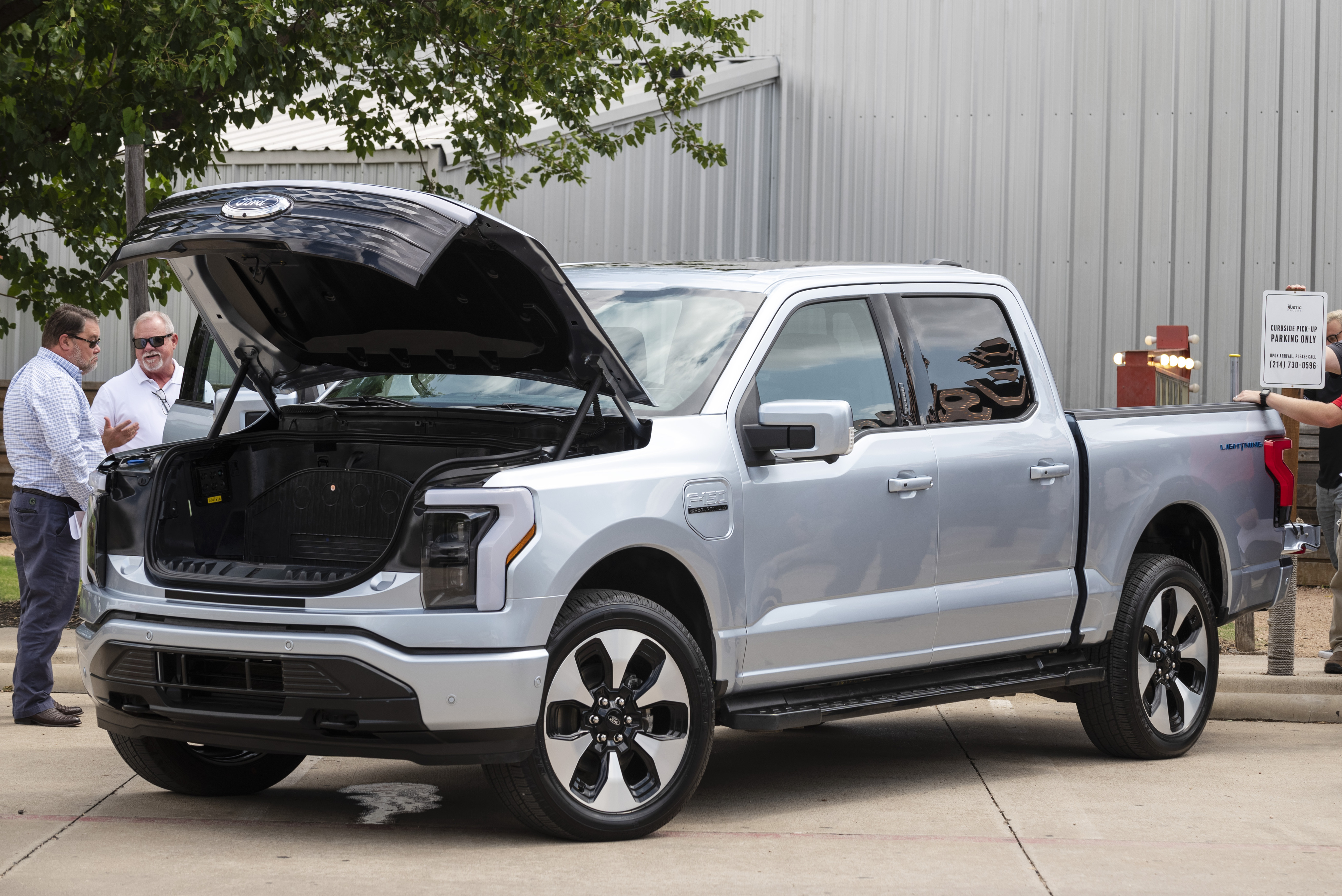 Dallas Gets Its First Look At The All Electric Super Buzzy F 150 Lightning