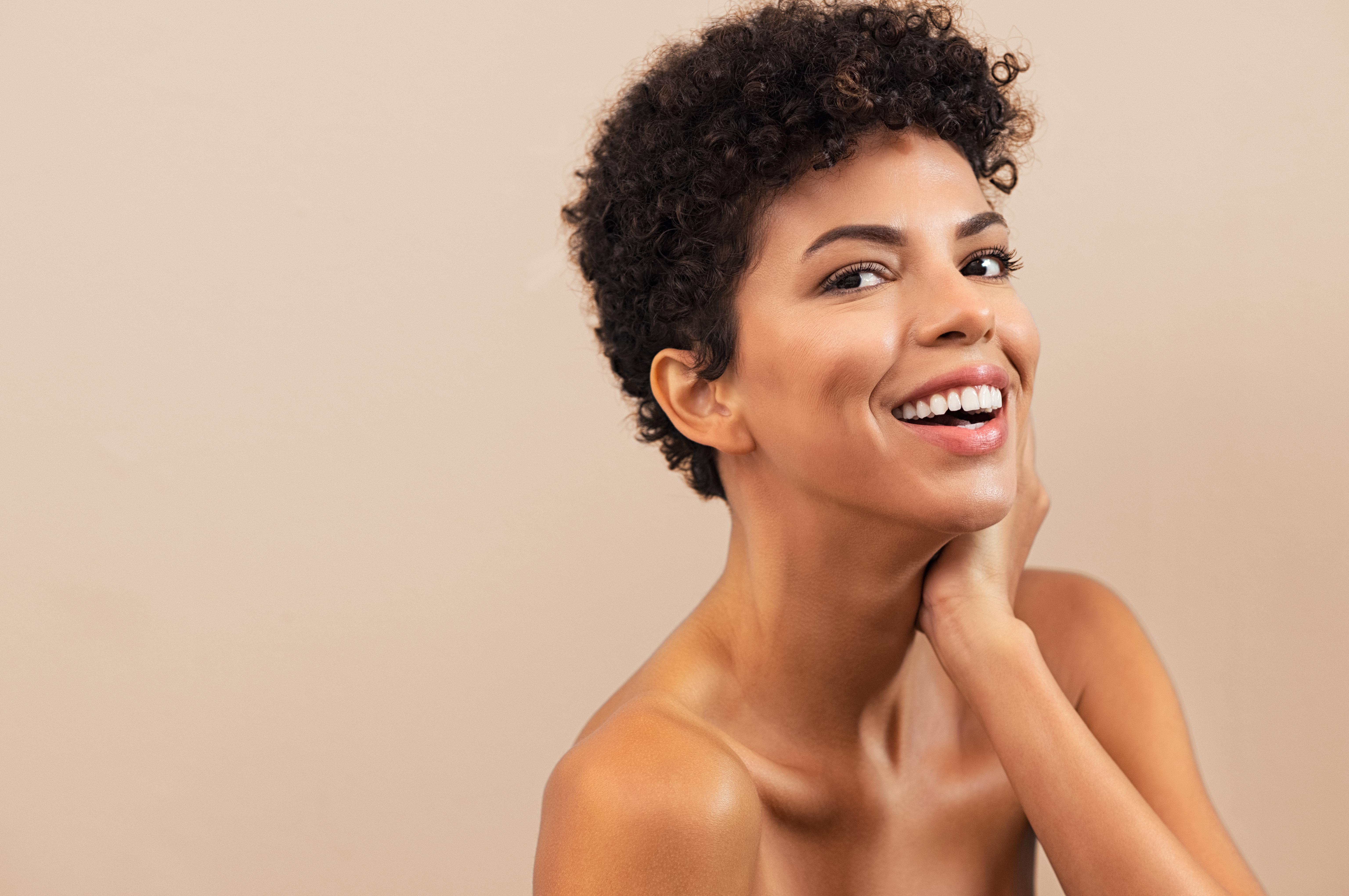 5 consejos para reducir la apariencia oleosa en el rostro