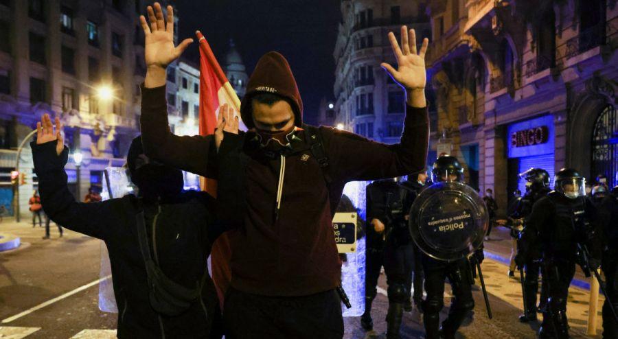 Sexta noche de protestas en España por el encarcelamiento de rapero