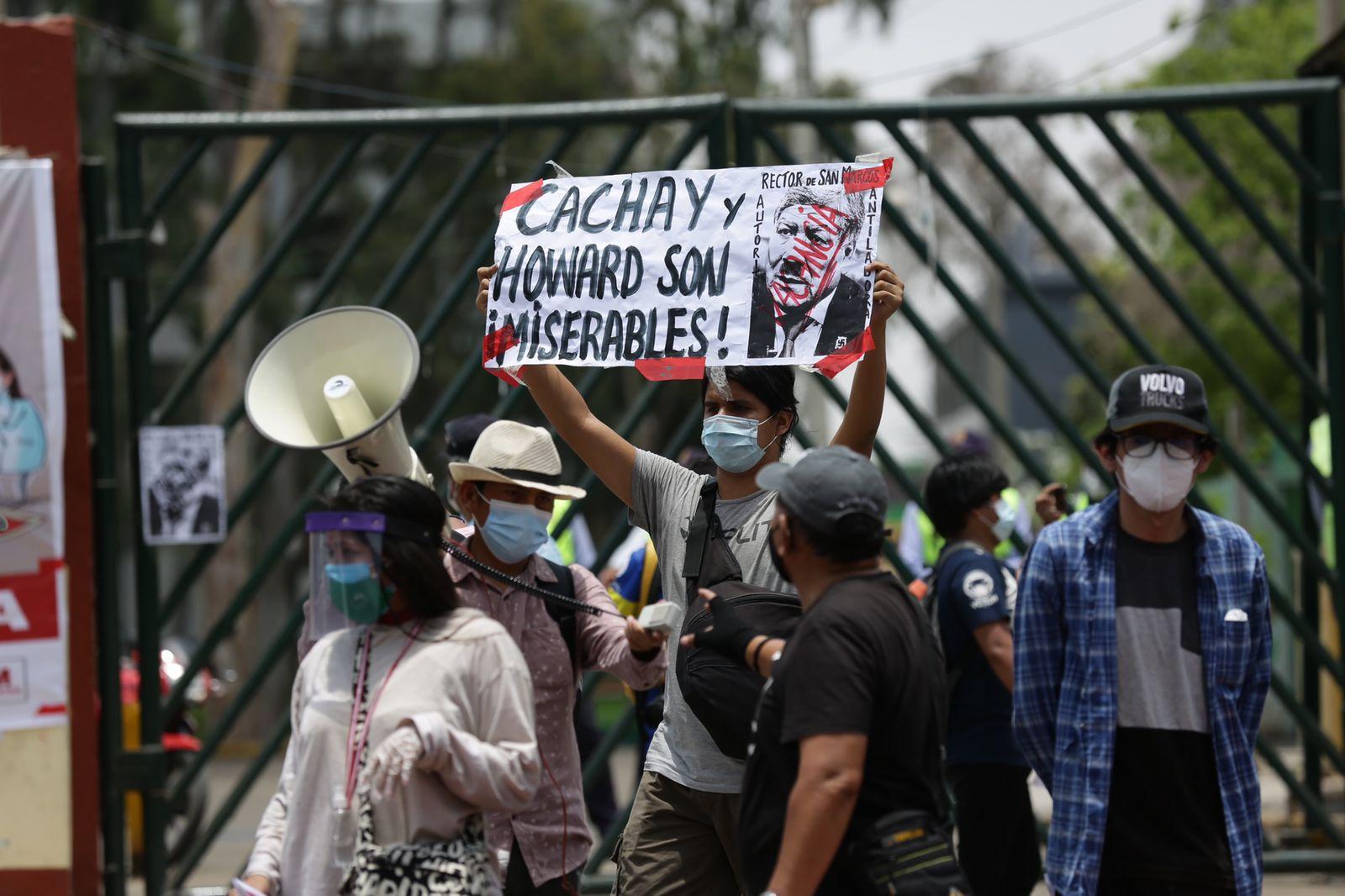 Vacunagate: estudiantes de la Universidad San Marcos protestan y exigen la renuncia de rector Orestes Cachay   FOTOS